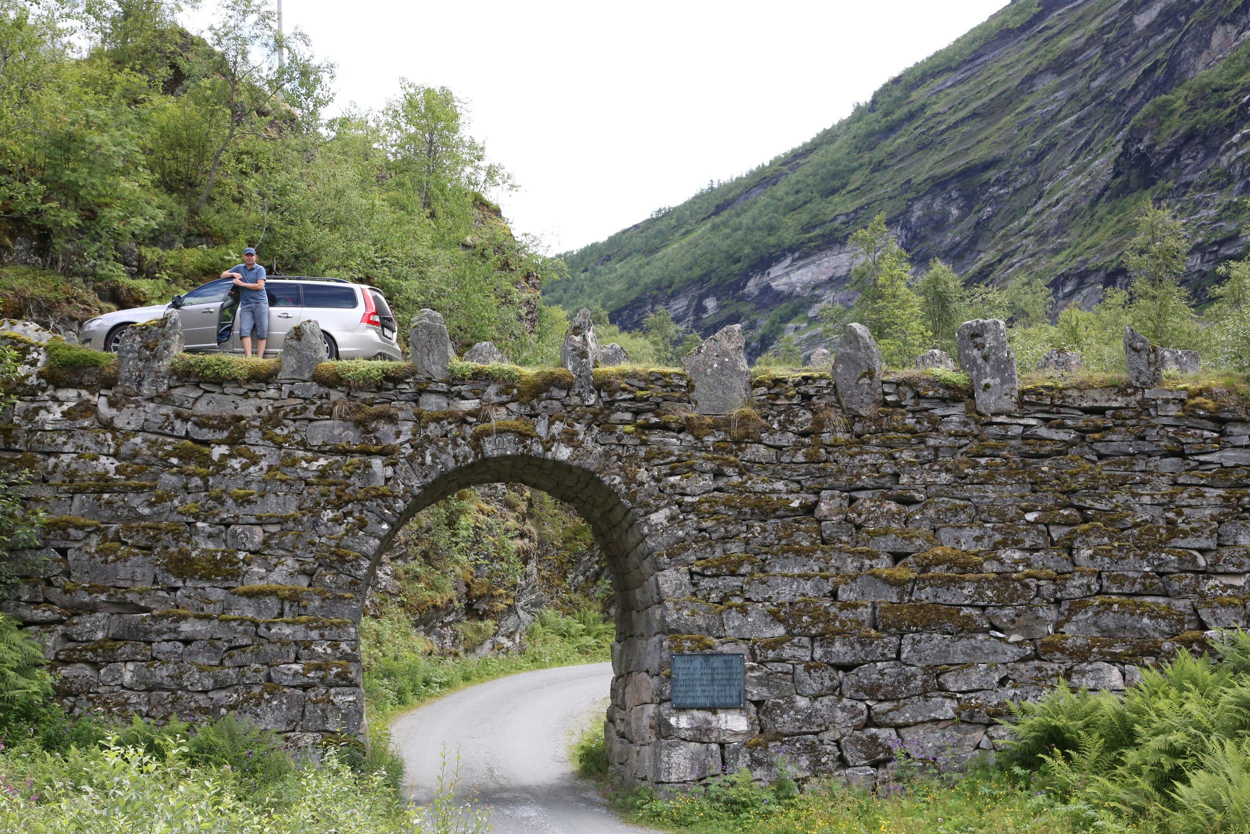 Det finnes lange tunneler - og det finnes korte.                Foto: Jakob Lange