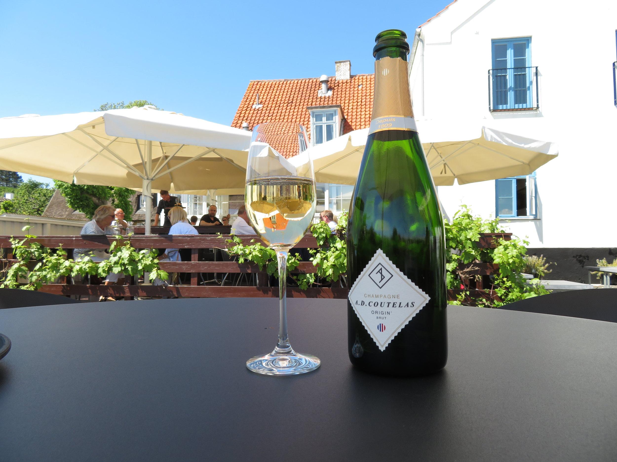 Velger du champagne så blir kvoten med øl redusert. Foto: Odd Roar Lange