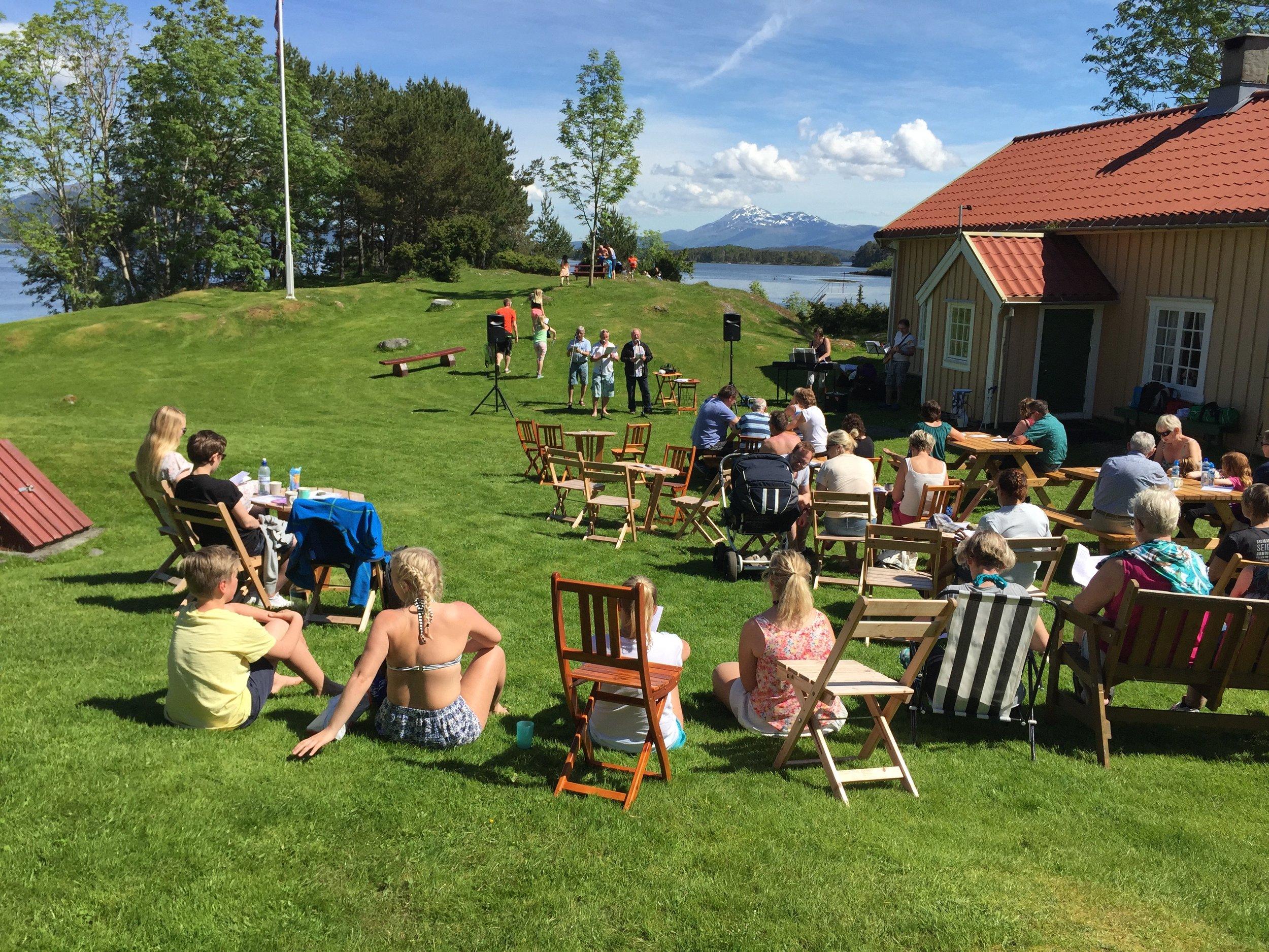 Hjertøyas Venner har åpen kafe, gjør en utmerket dugnadsinnsats og har mange aktiviteter. Foto: Odd Roar Lange