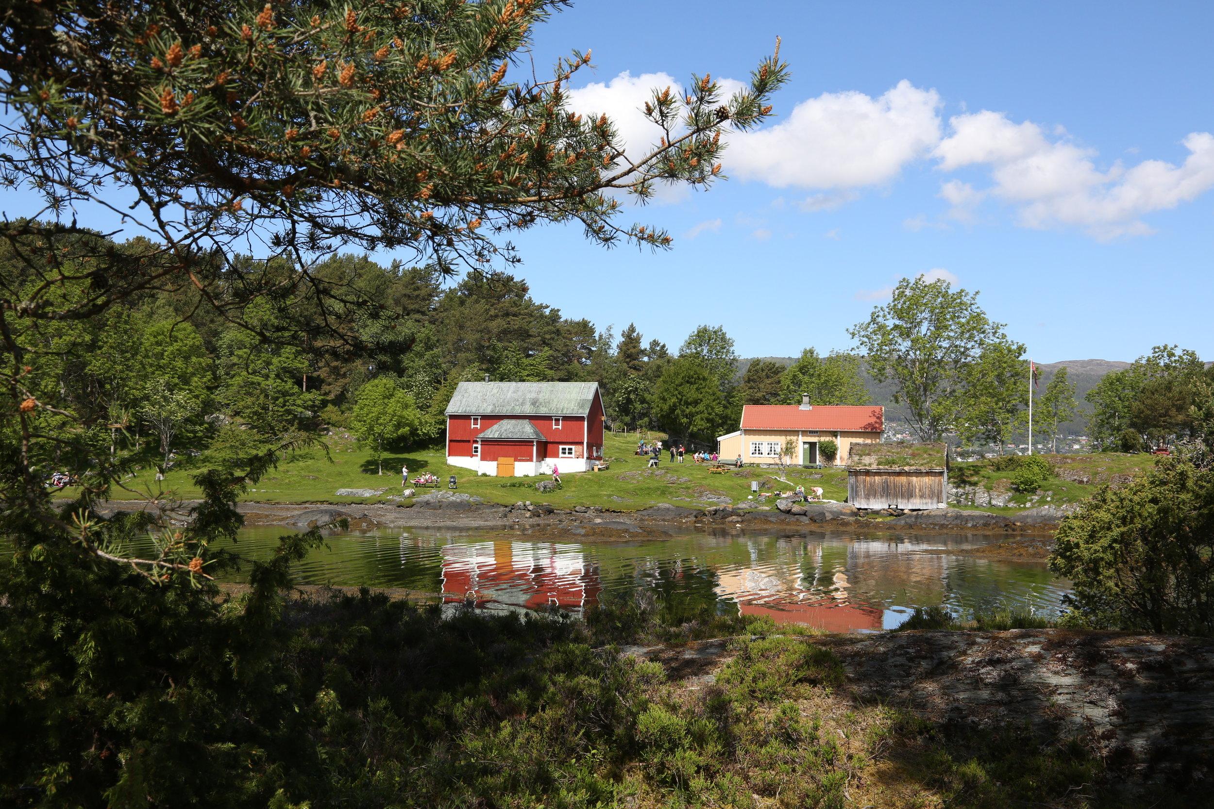 Velkommen til husmannsplassen på Hjertøya.             Foto: Odd Roar Lange