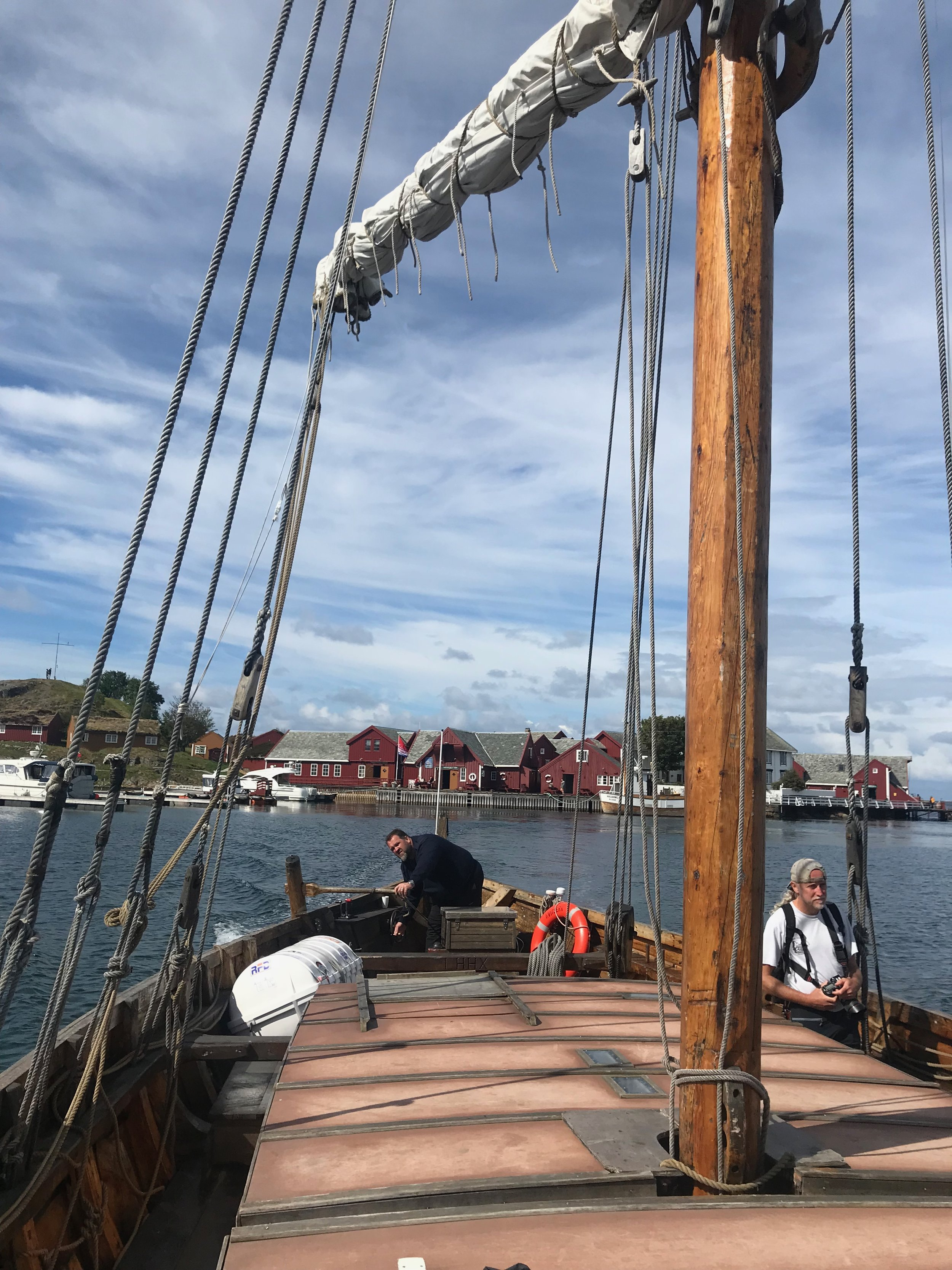 Med vikingskip til og fra Håholmen