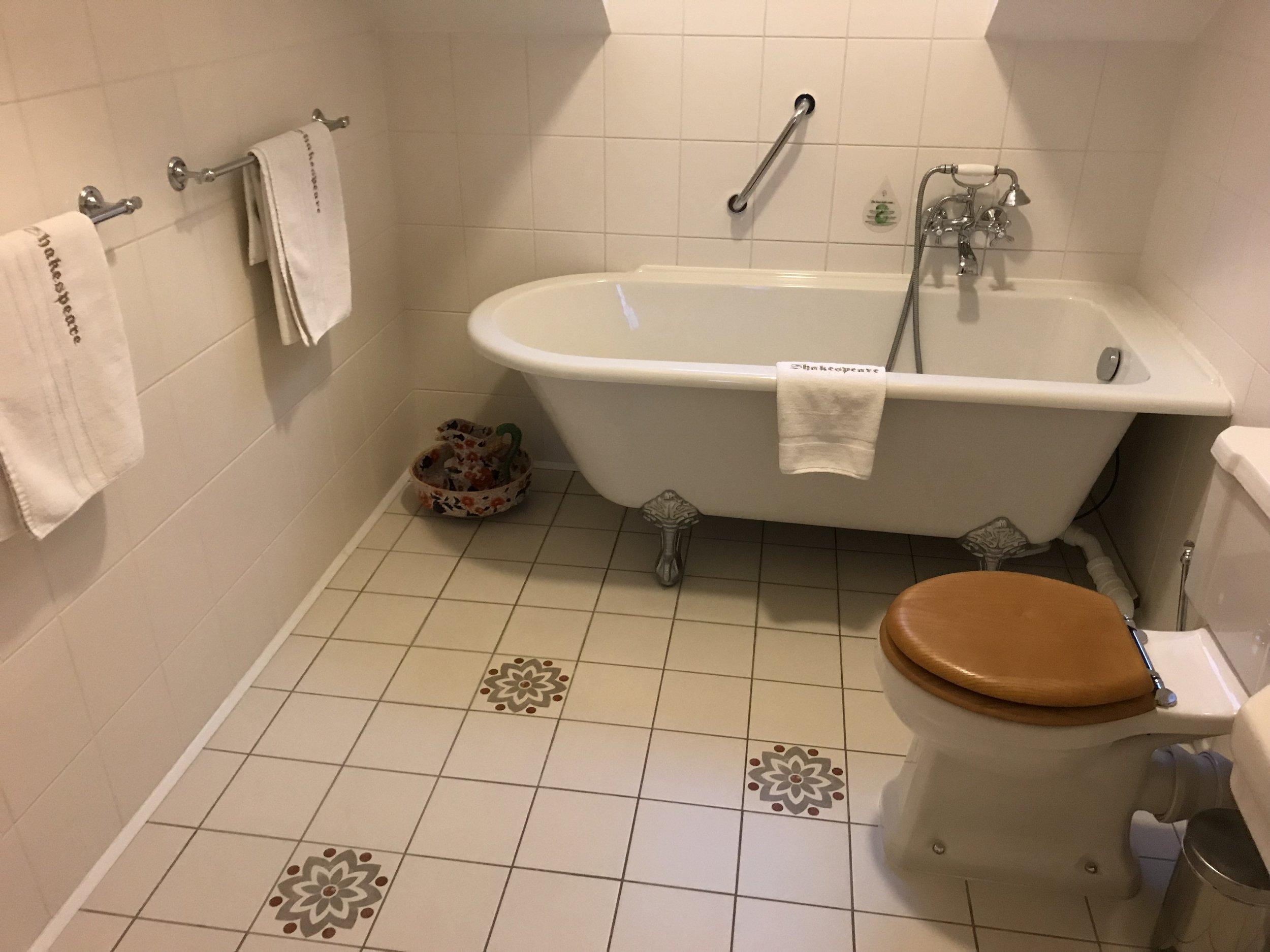 Det hjelper ikke så mye at toalettet er fint dersom du må tilbringe «halve ferien« her. Foto: Odd Roar Lange