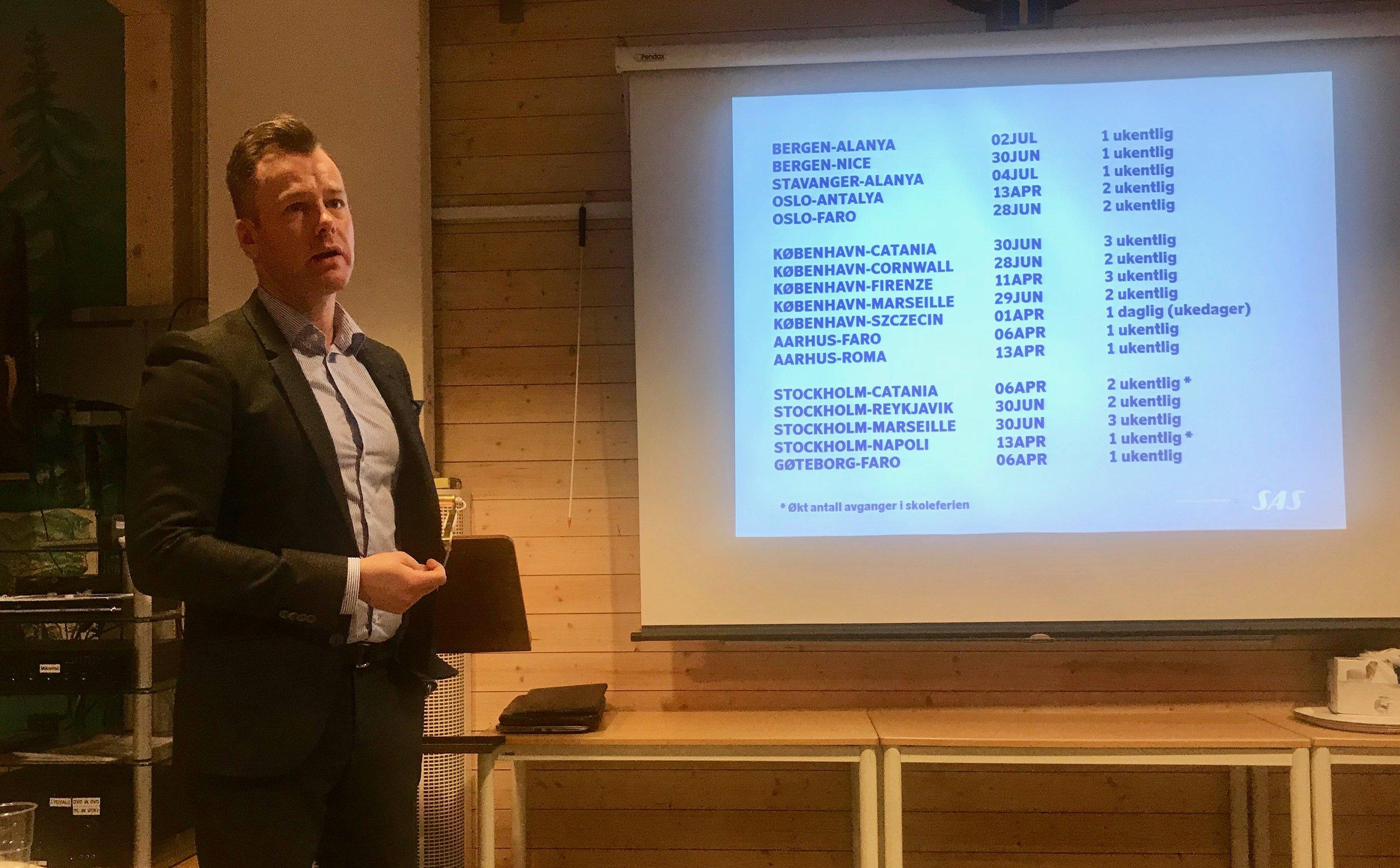 Eirik Wæraas, sjef for ruteplanlegging i SAS presenter nyhetene for sommeren 2018. Foto: Odd Roar Lange