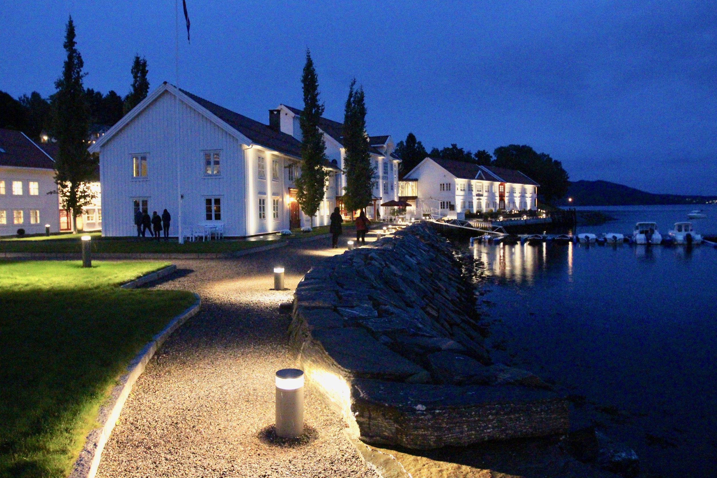 Angvik Gamle Handelssted ligger mellom Molde og Kristiansund og er en perle ved Tingvollfjorden. Foto: Odd Roar Lange