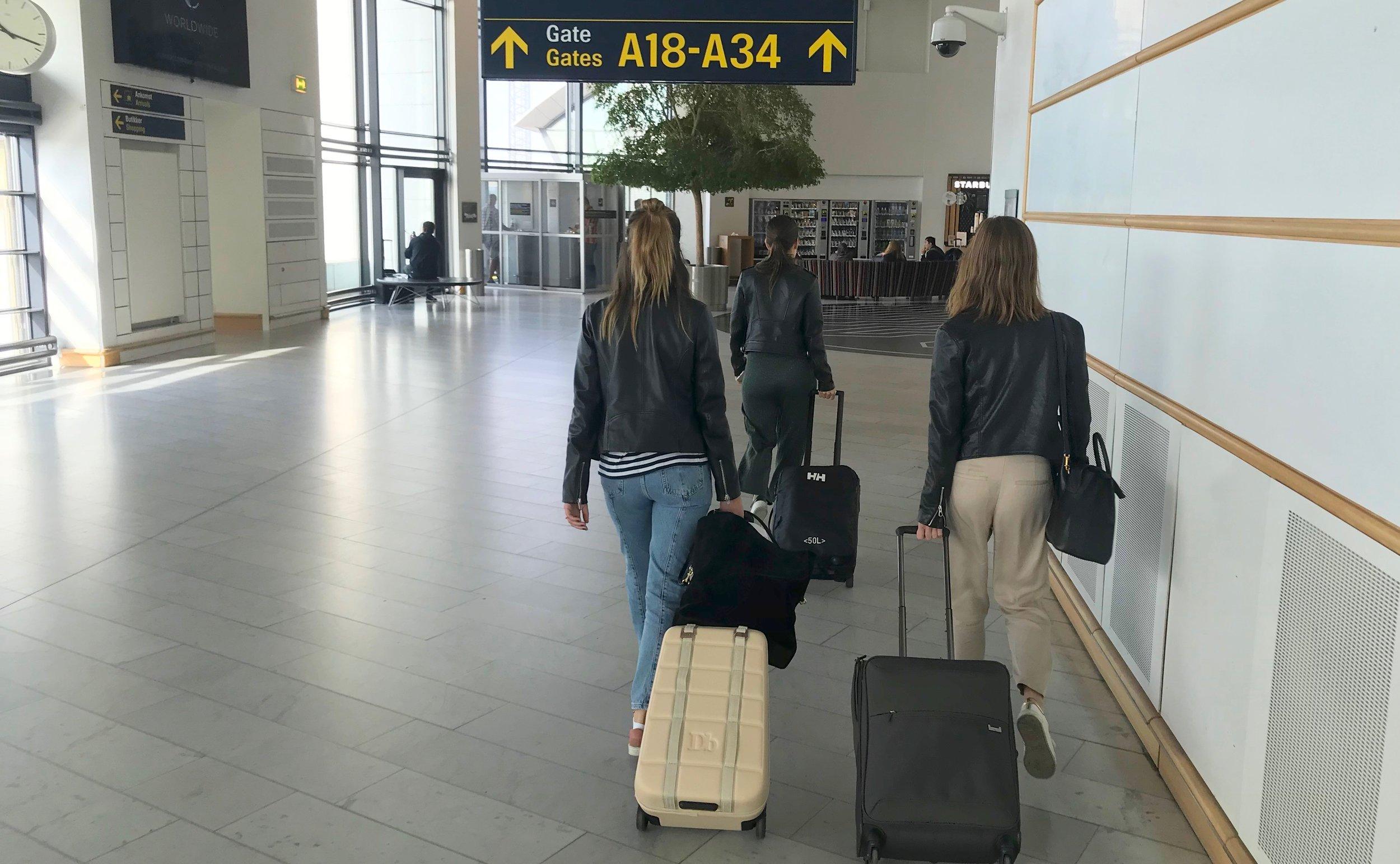 Pass på bagasjevekten på flyturen. Du kan måtte betale overvekt både for innsjekket bagasje og for håndbagasjen dersom du går over maksimalgrensen. Foto: Odd Roar Lange