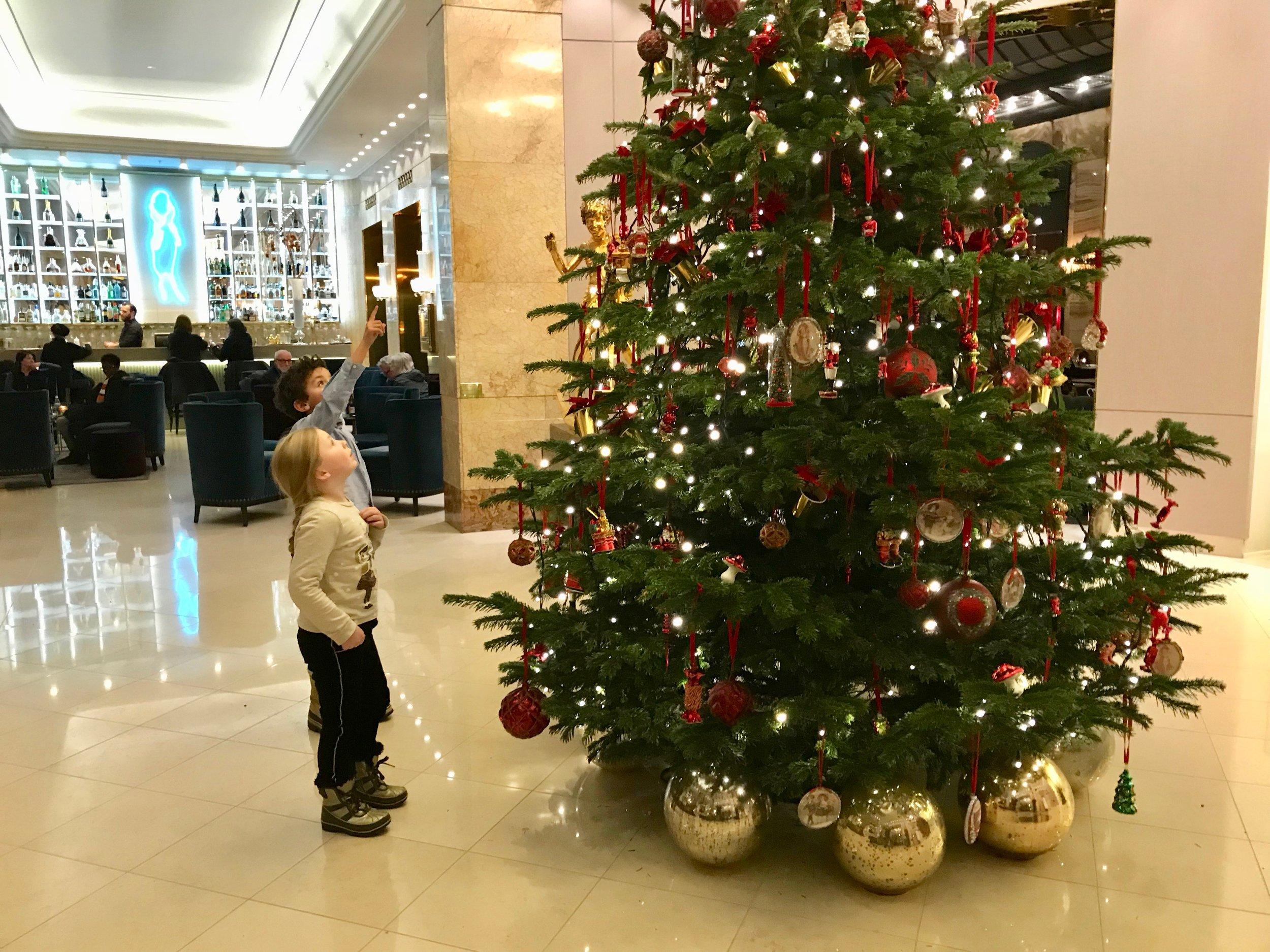 Glede på hotellet. Det er snart jul. Foto: Odd Roar Lange
