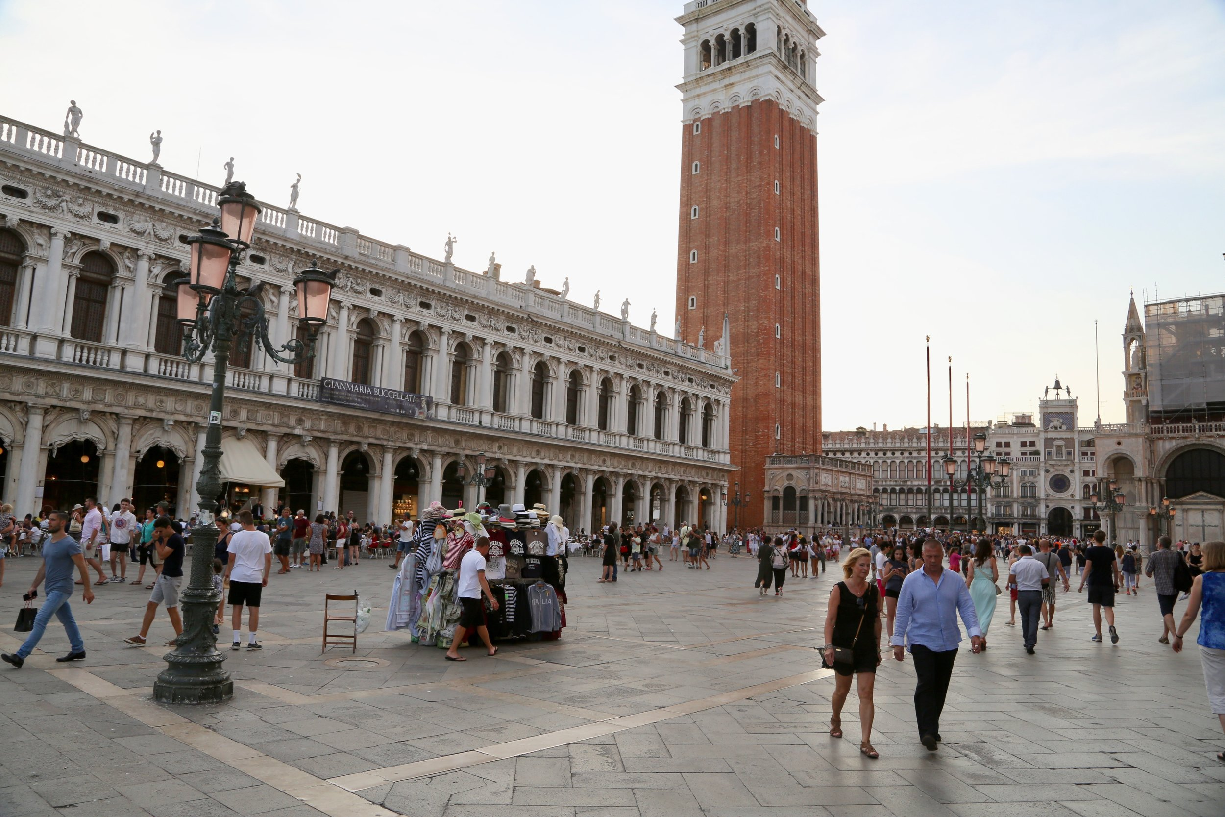 Det går mot en ny, krevende turistsesong i Venezia. Myndighetene vet ikke hvordan de skal stoppe overturismen.                                                                                                         Foto: Odd Roar Lange