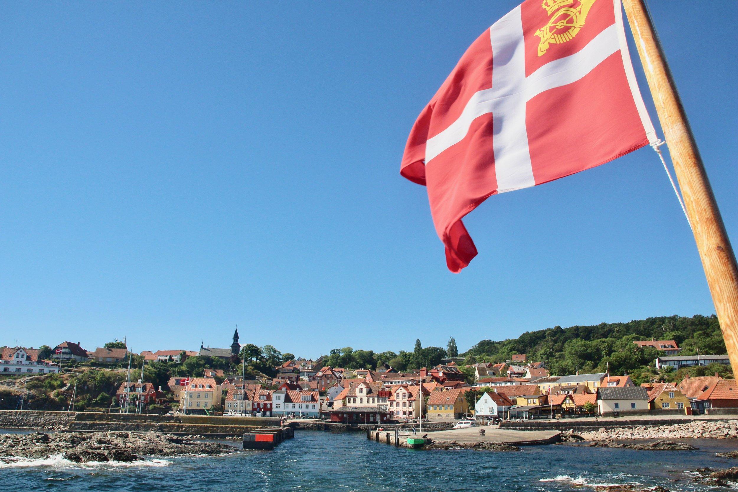 Flagget til topps. Bornholm og Gudhjem venter på deg. Alle bilder: Odd Roar Lange