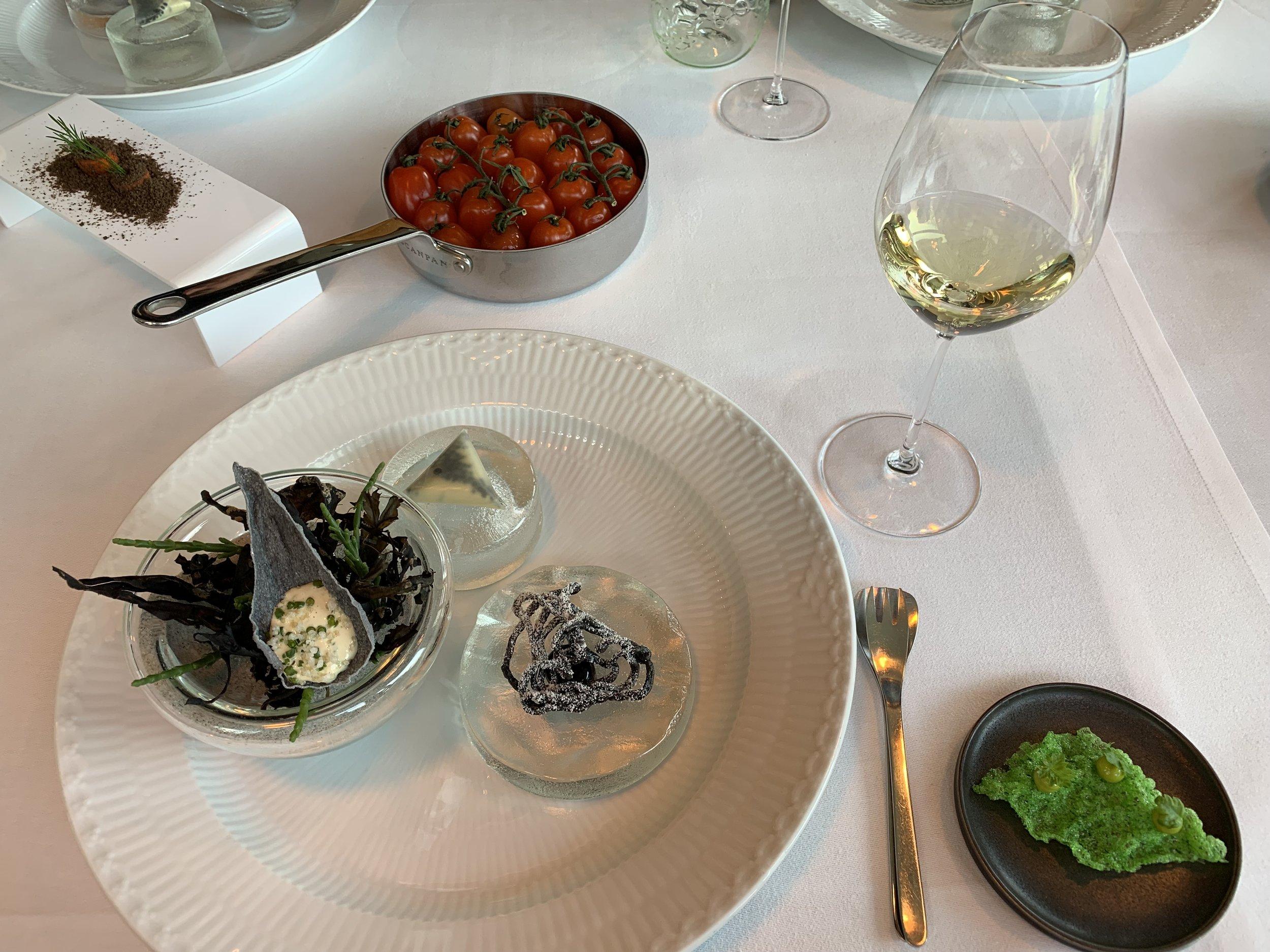Denne maten får du servert på Michelinrestauranten Frederikshøj i Aarhus. Nivået blir neppe like høyt hos 1:1. Foto: Odd Roar Lange