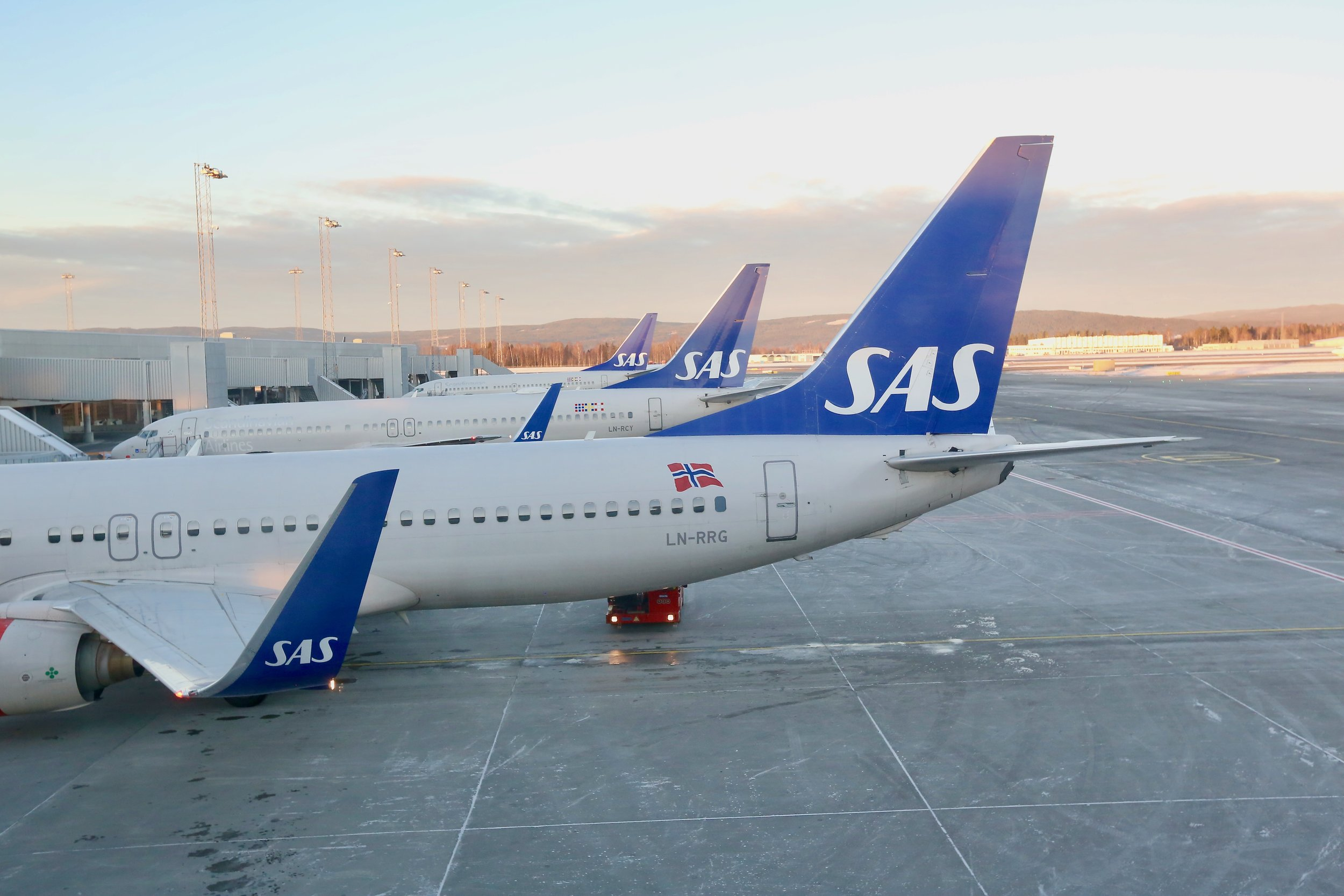 Mange SAS-fly er satt på bakken. Les hva som skjer med flybillettene dine. Foto: Odd Roar Lange