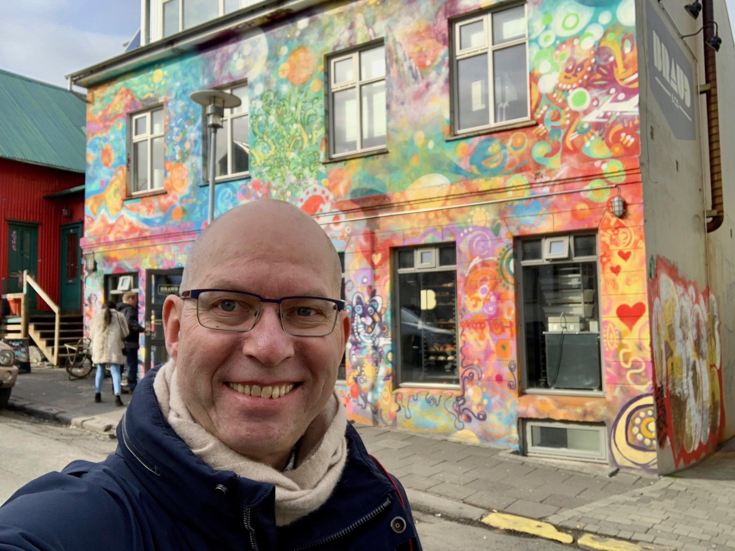 Bakeriutsalget Braud ligger i Frakkastígur 16 i Reykjavik og lyser virkelig opp i nabolaget.