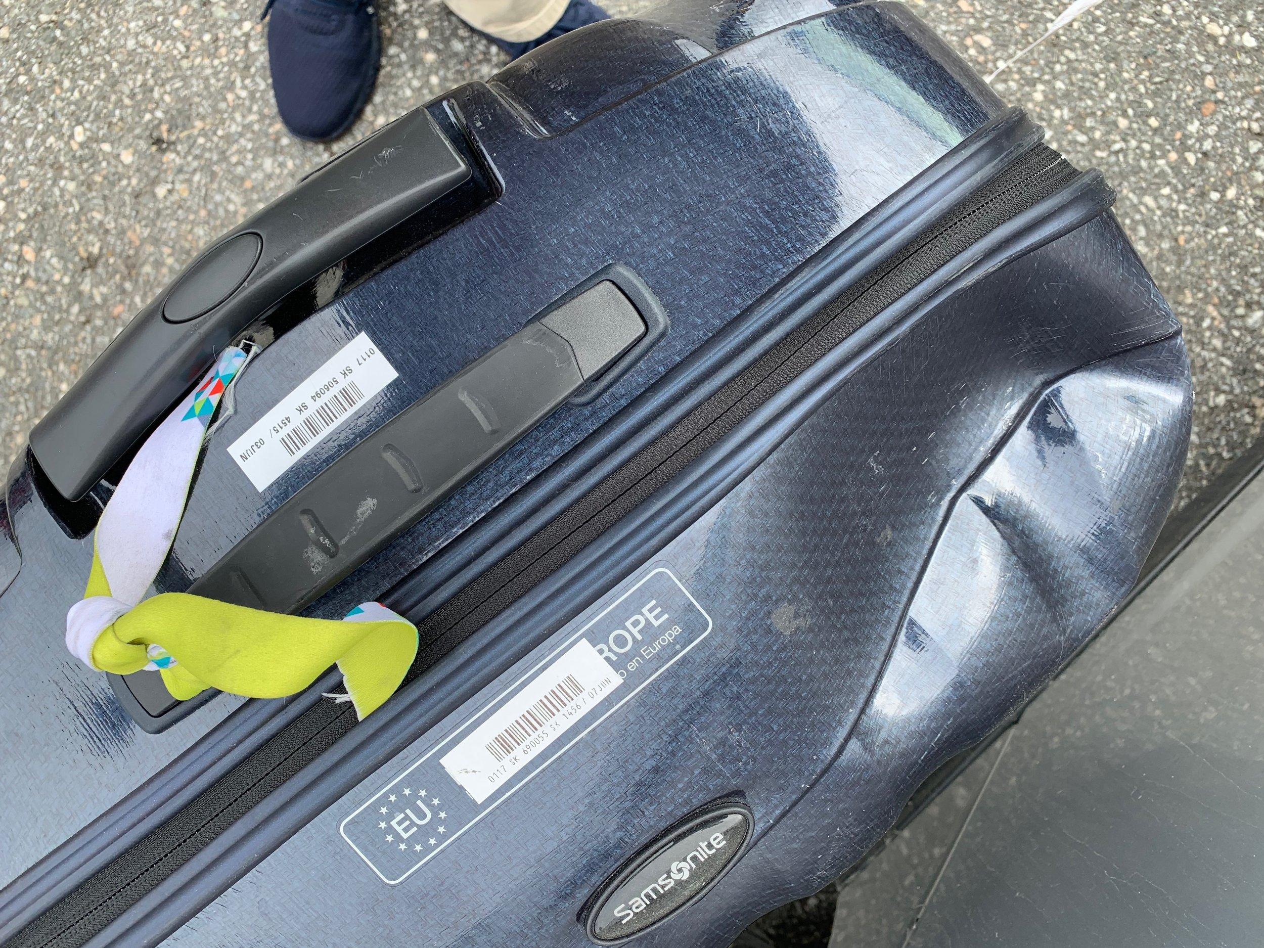 Slik så kofferten ut etter litt røff behandling.                            Foto: Odd Roar Lange