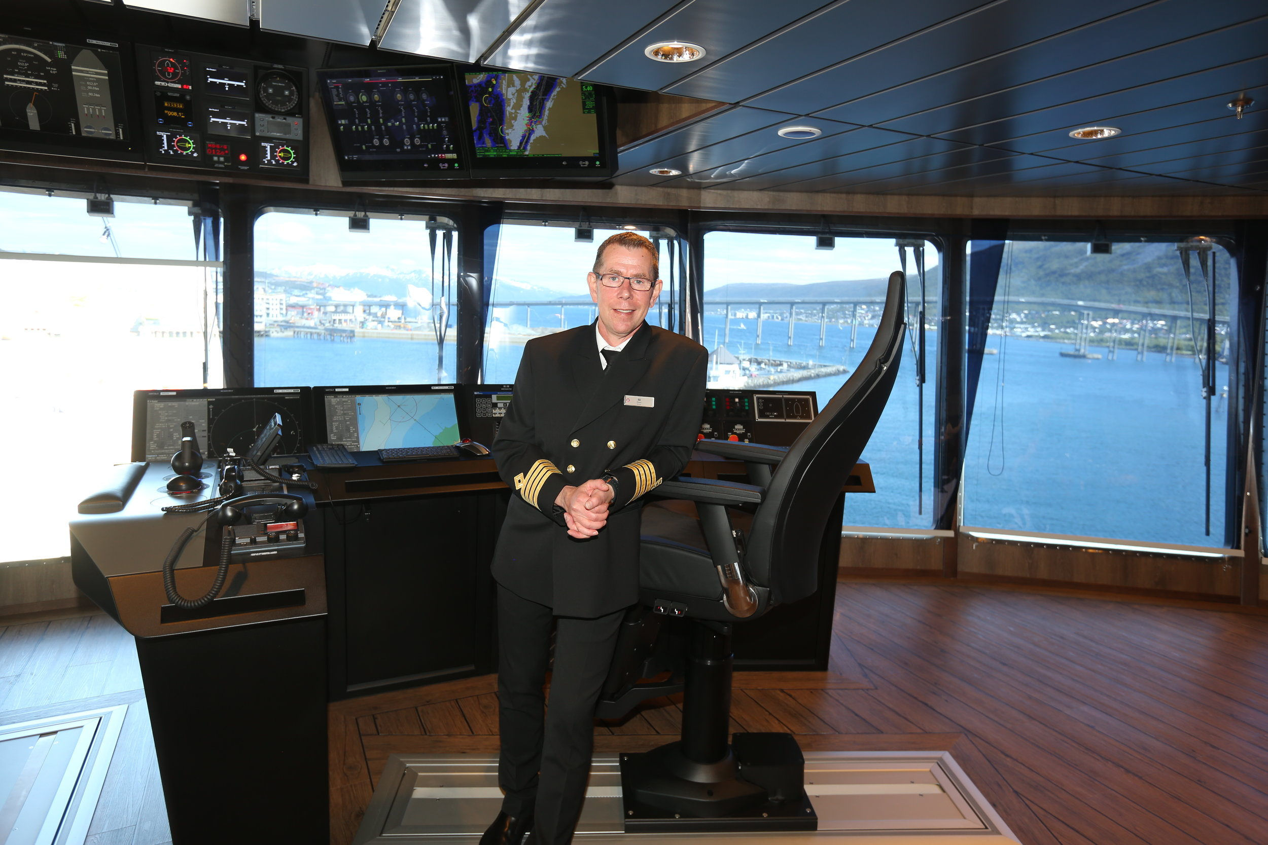 Kaptein Kai Albrigtsen på broa. Foto: Odd Roar Lange