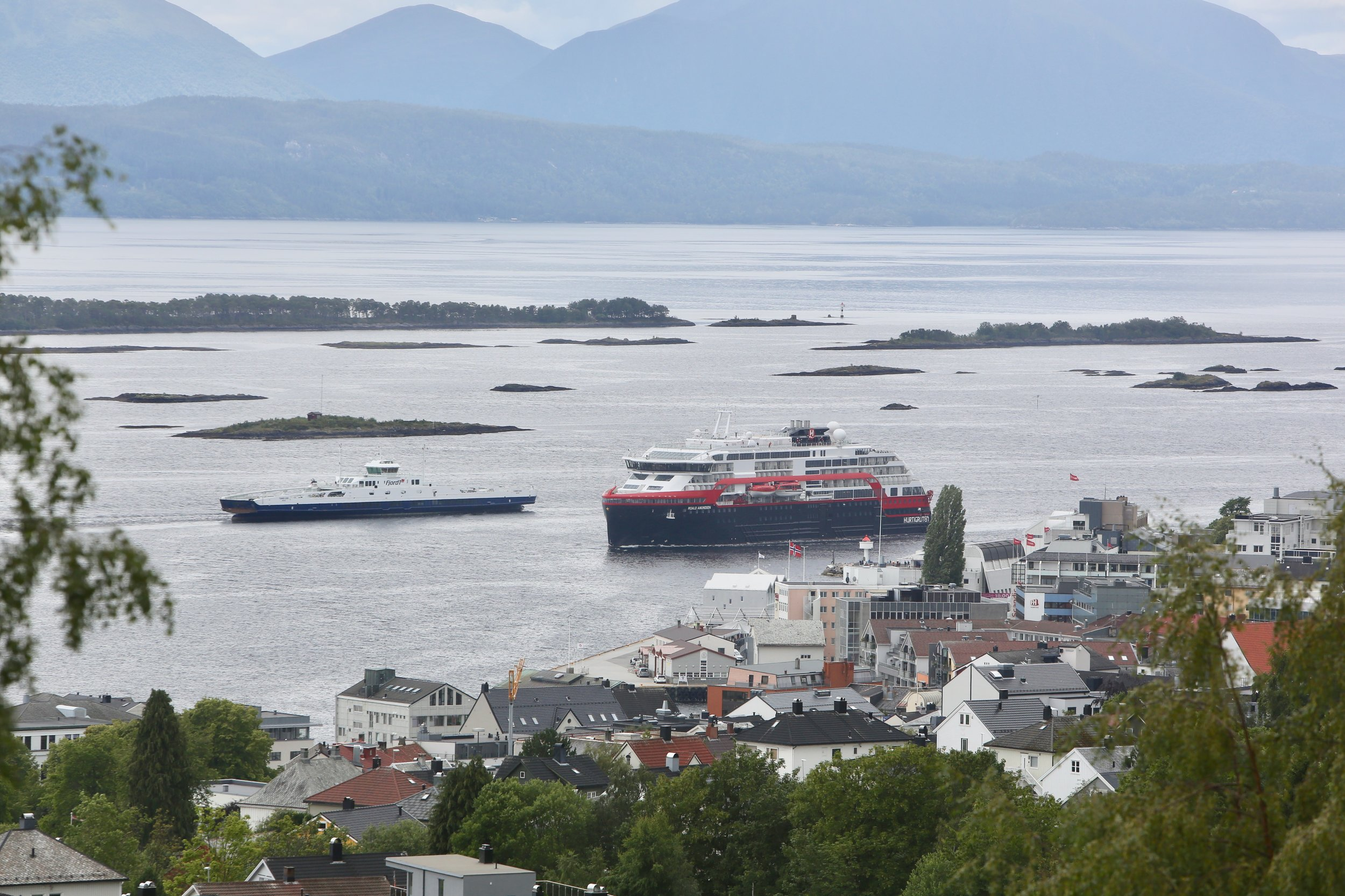 MS Roald Amundsen startet med cruise langs Norskekysten. Foto: Odd Roar Lange