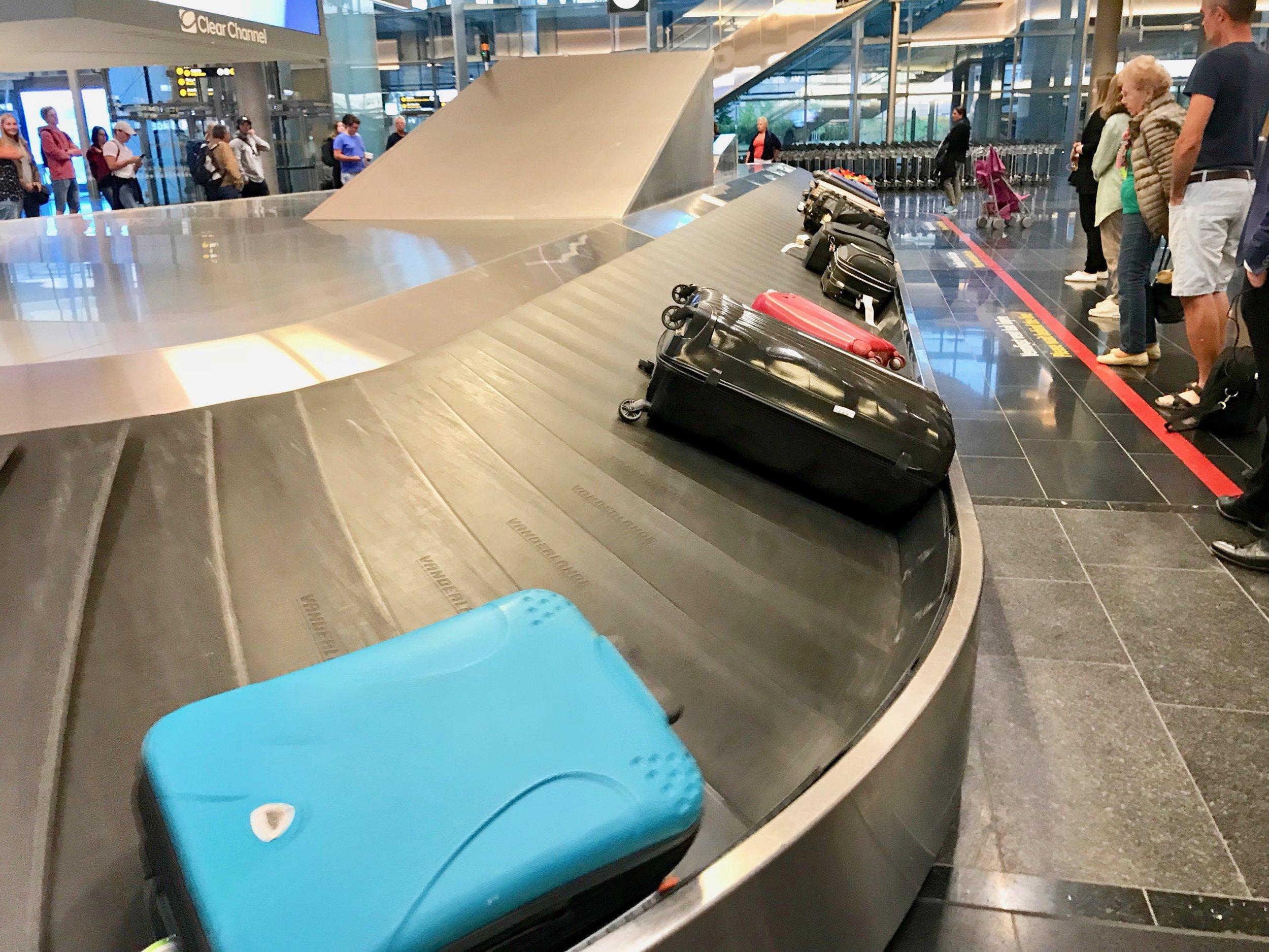 Kanskje du like godt skal legge taxfreevarene i den bagasjen som du sjekker inn? Husk å pakke varene i bobleplast. (Foto: Odd Roar Lange