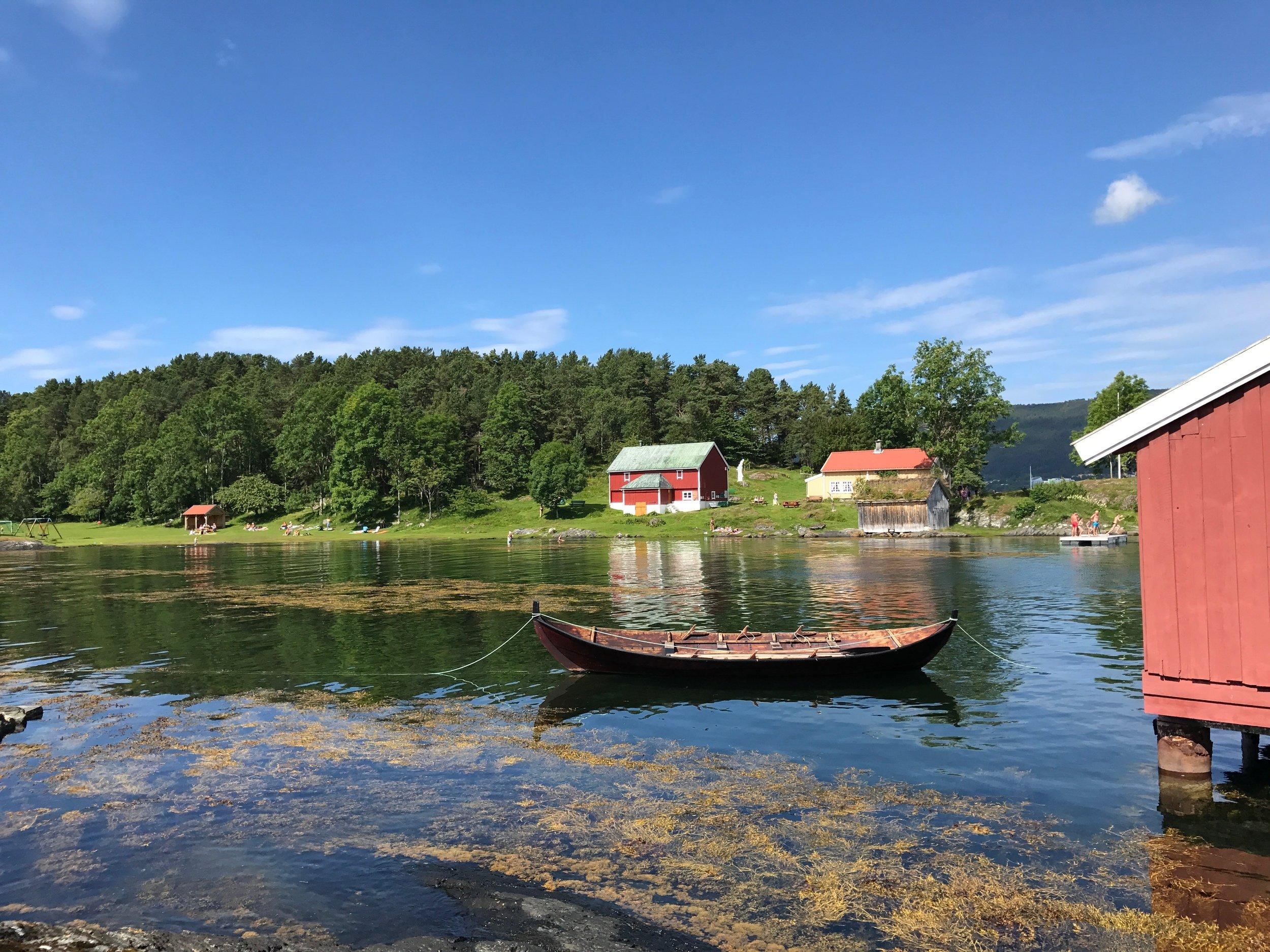 Hjertøya regnes som et av de vakreste friluftsområdene i Molde. Kanskje på tide å hedre han som reddet den fra rike oppkjøpere? Foto: Odd Roar Lange