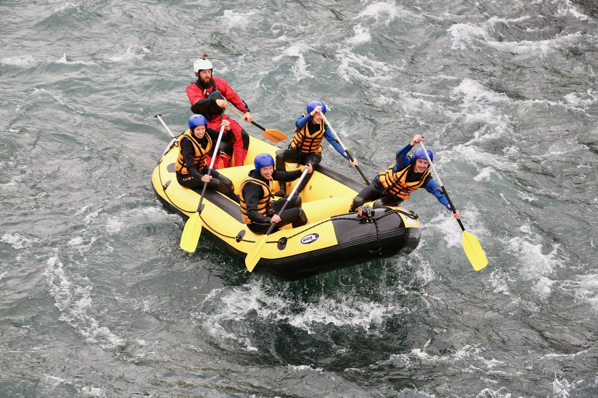 Vått og moro: Rafting er blitt en populær sommeraktivitet. Men du kan selvsagt velge langt mindre krevede ferieopplevelser i deilige Norge.                                         Foto: Odd Roar Lange