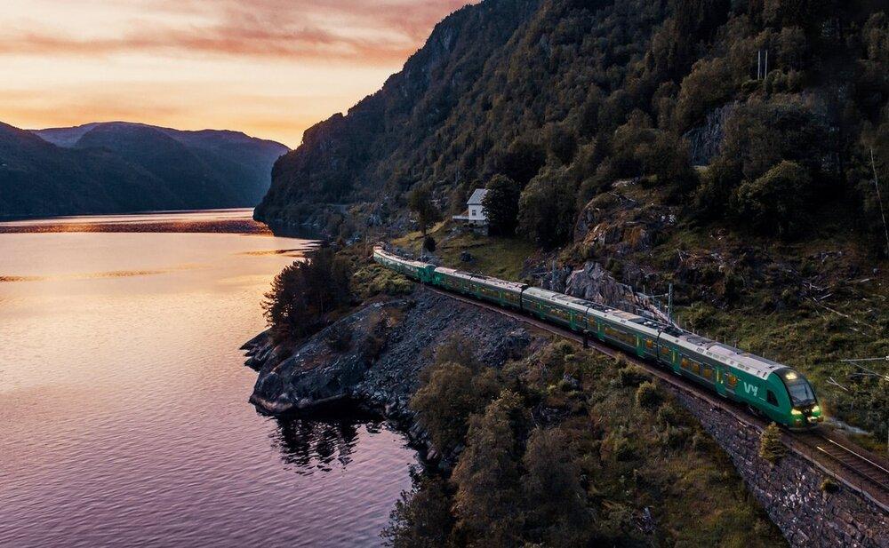Hvordan reiser du i Norge? Med fly eller med tog? Foto: Vy