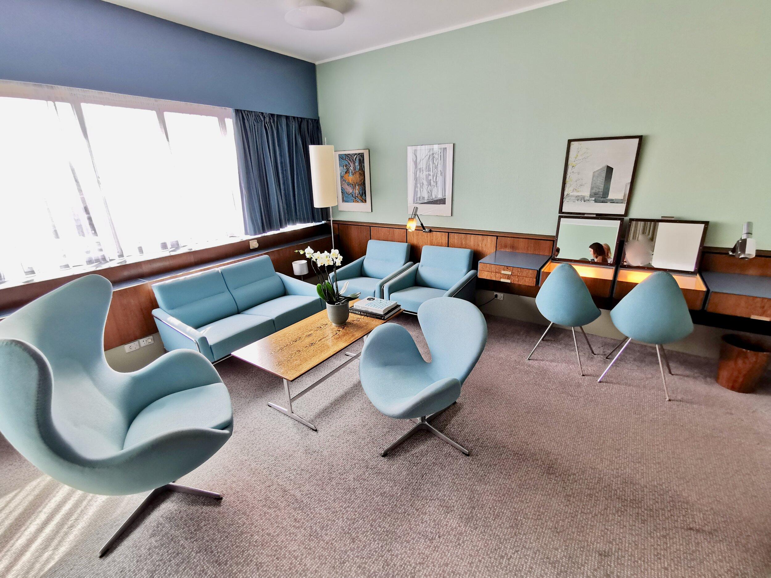 Slike møbler finner du ikke maken til på noen andre hotellrom. Foto: Odd Roar Lange