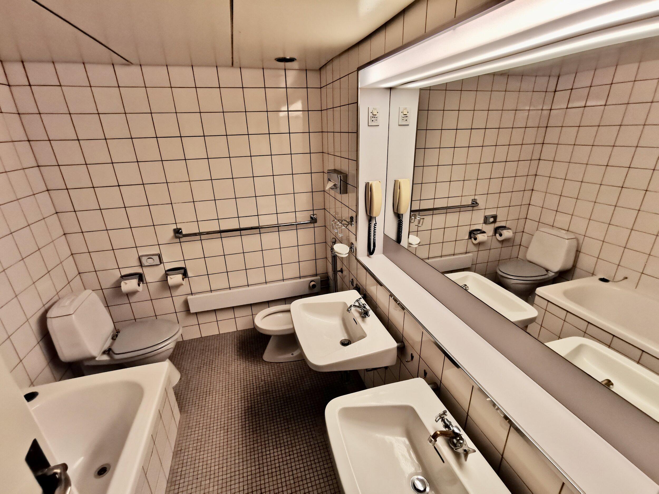 Legg merke til de små detaljene i det gamle badet på rom 606. Foto: Odd Roar Lange