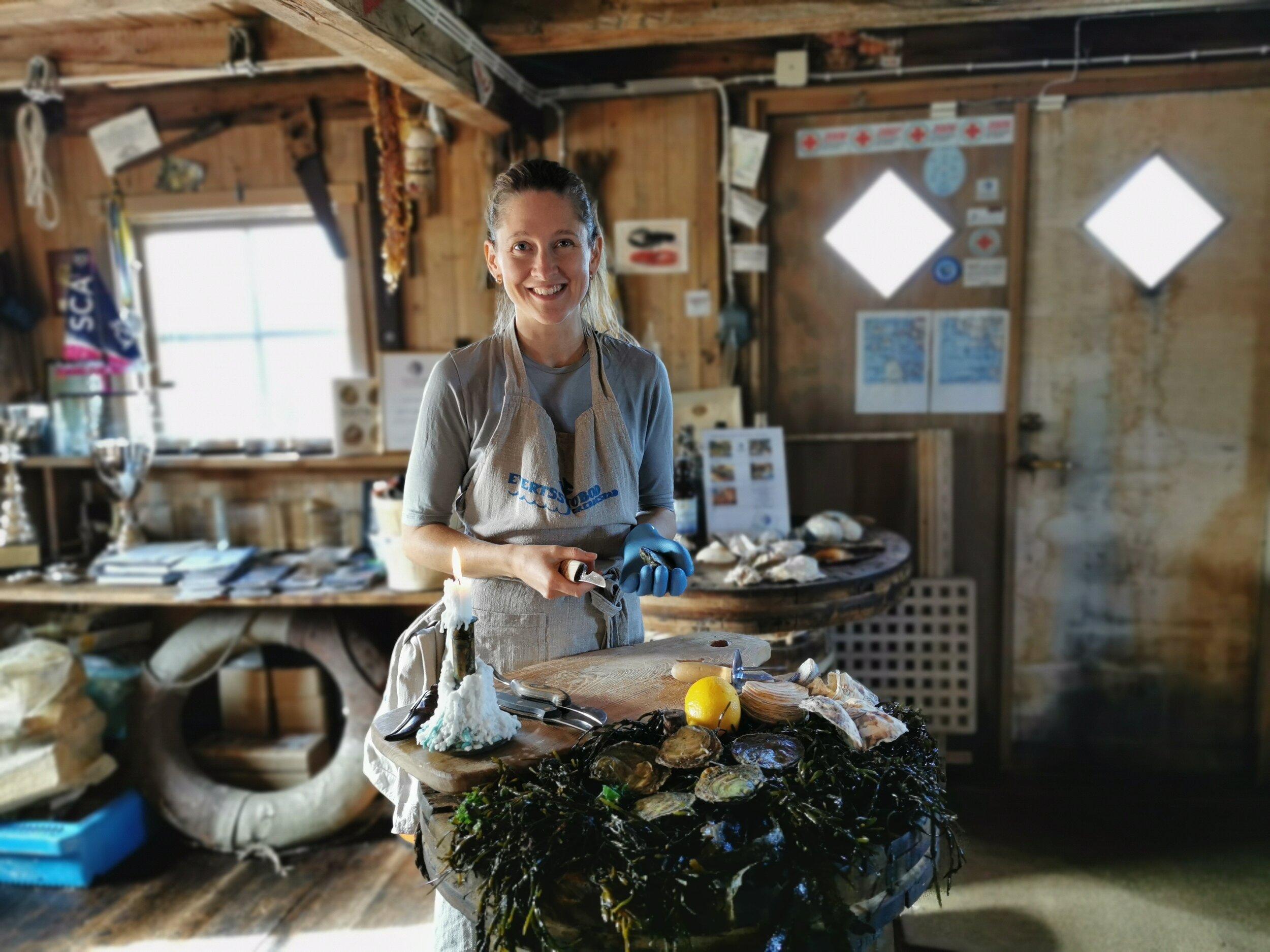Hummer og østers. Hanna Karlsson Thorén tar deg med på høstens natur- og gourmeteventyr i Everts Sjøbod. Foto: Odd Roar Lange
