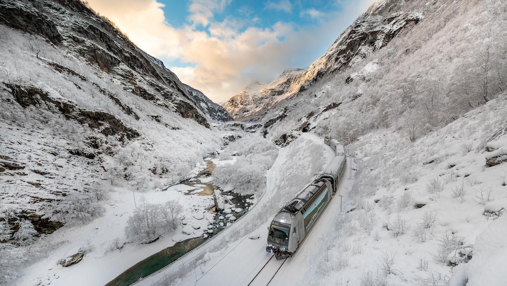 Flåmsbana er minst like fin om vinteren som om sommeren.      Foto: Sverre Hjørnevik/Visit Flåm