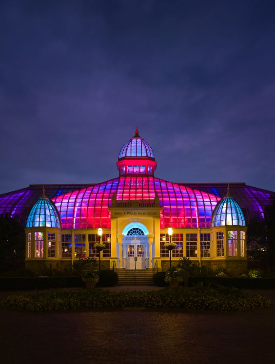 http://fpconservatory.org/The-Experience/Exhibitions/Current/Merry-Bright