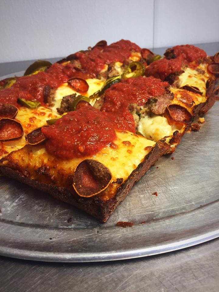 sloopyspizza.jpg