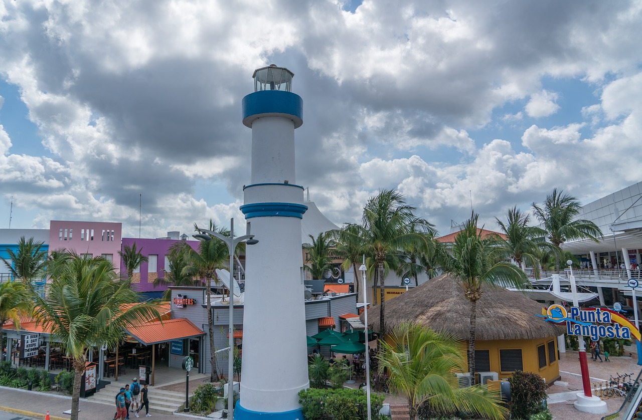 lighthouse-3270504_1280.jpg