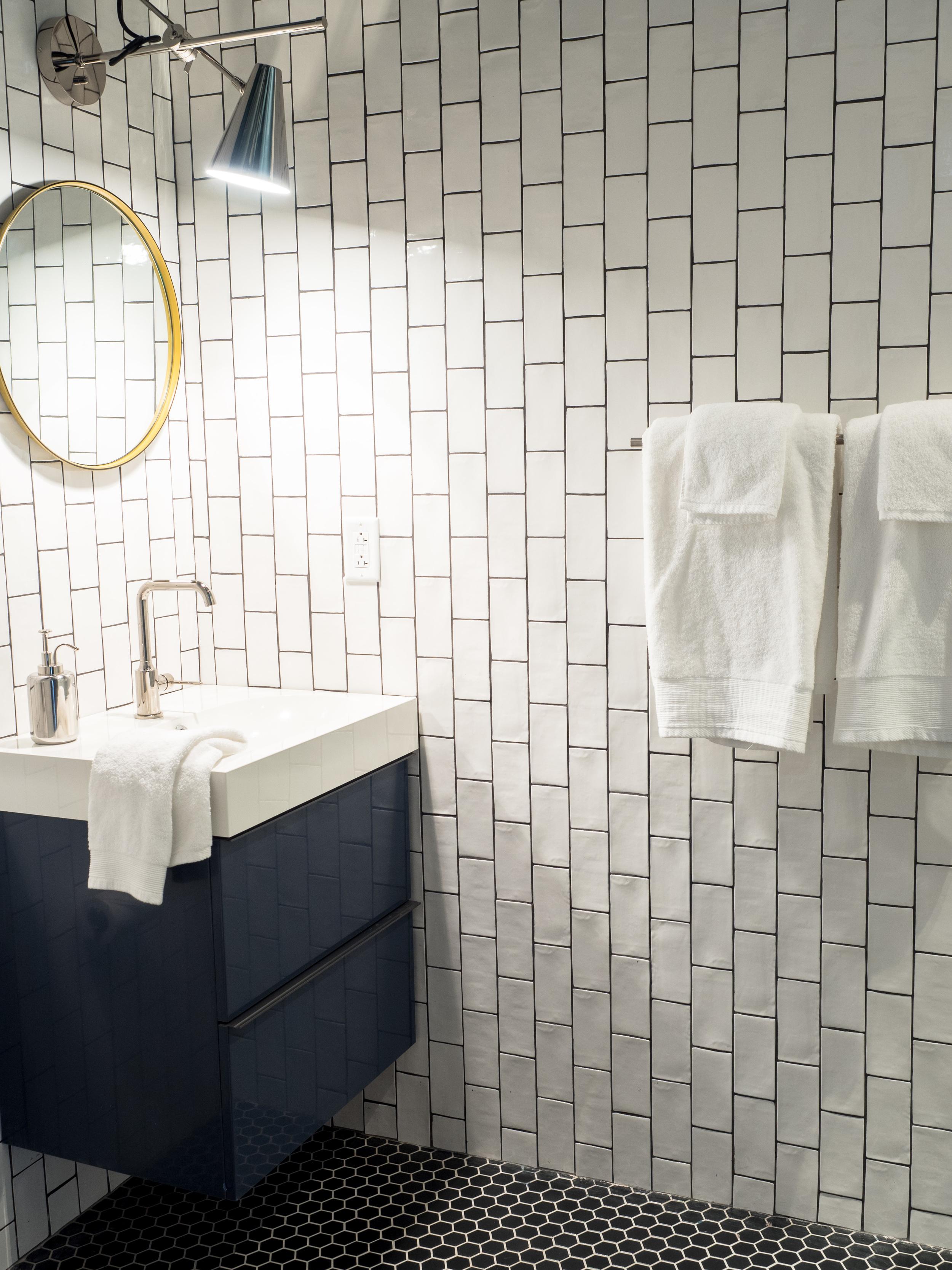 201 Bathroom 3.jpg