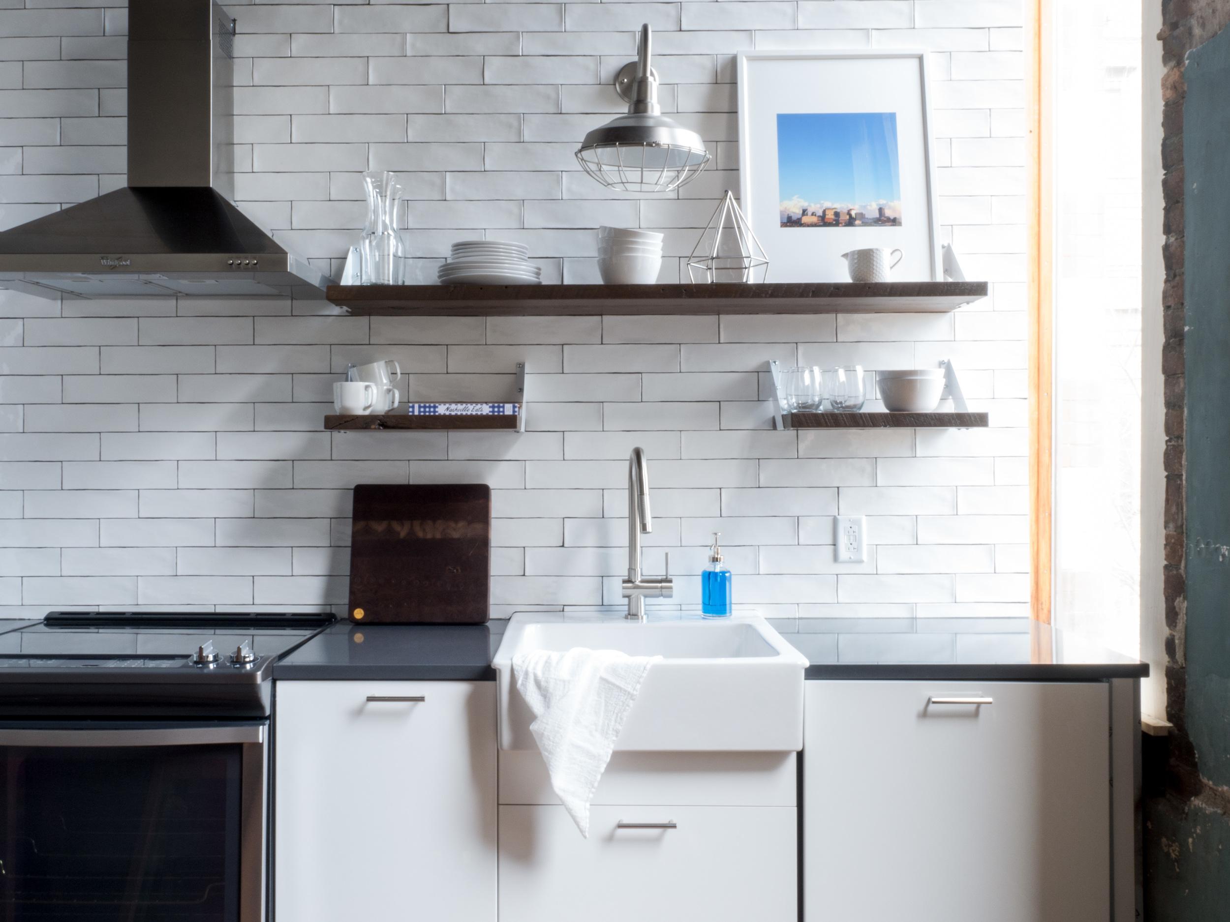 201 Kitchen 1.jpg