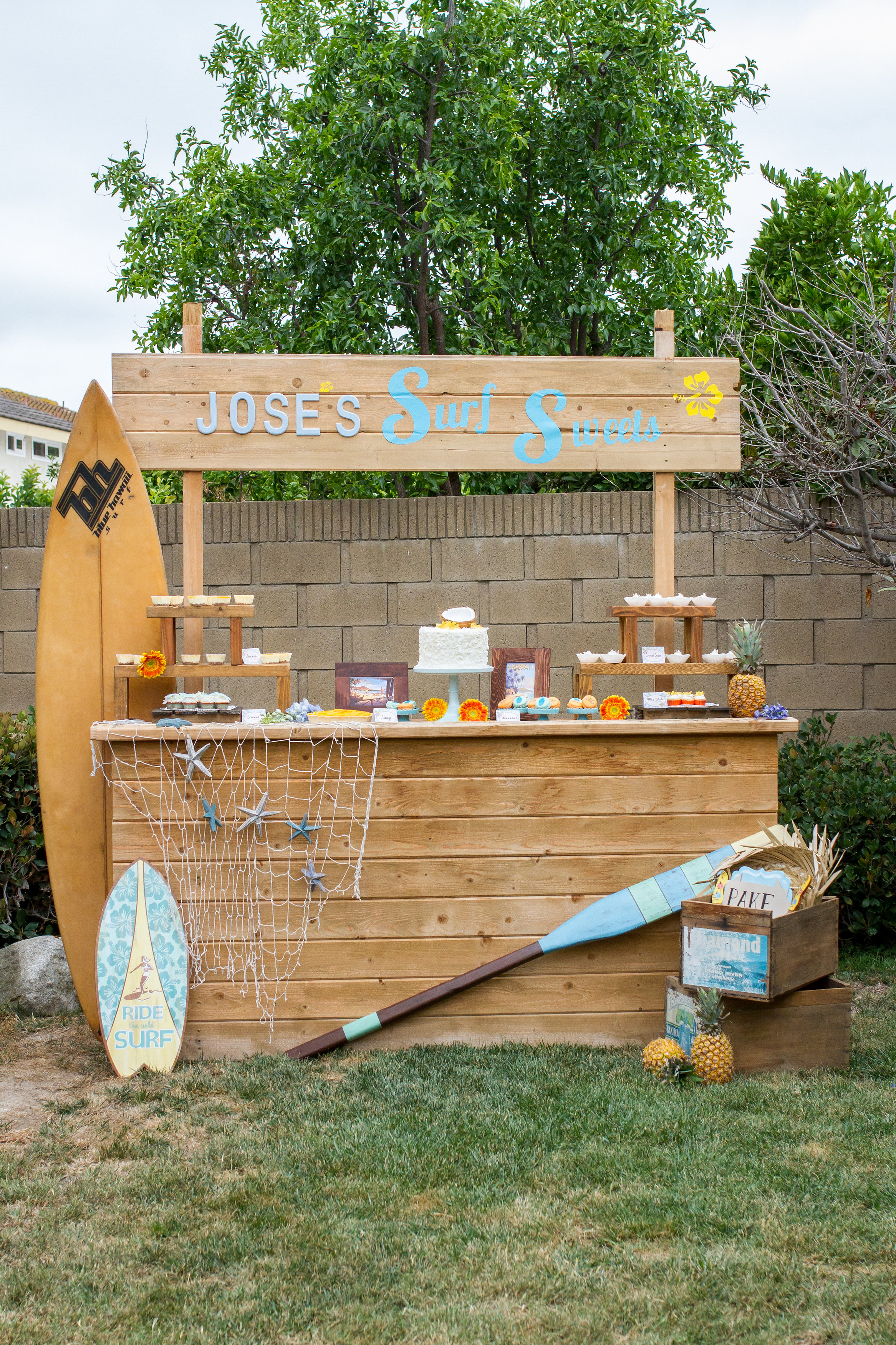 Large Wood Lemonade Stand - (1)