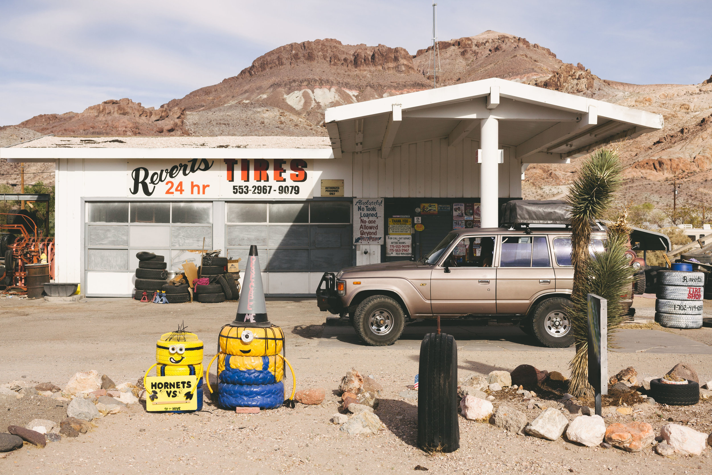 Stopped at a lot of funny gas stations and weird americana, this was one of my favourites in the middle of the desert.