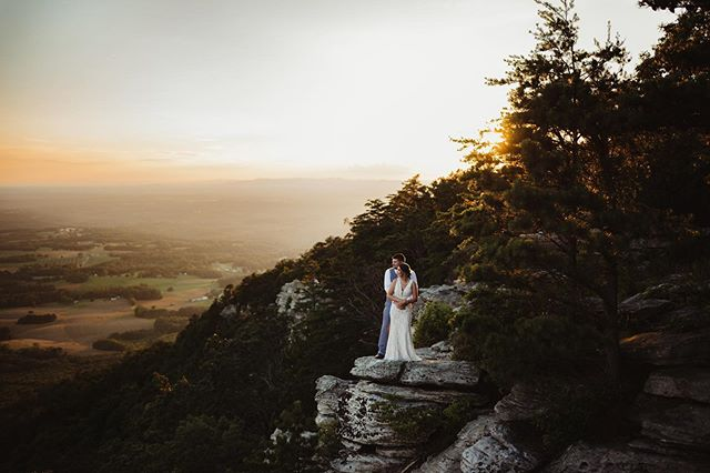 Y'all! Tonight's sunset session at Pilot Mountain was a-maz-ing!!! 😍😍