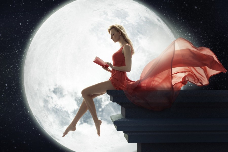 Girls_Girl_on_the_background_of_the_Moon_reading_a_book_094404_-e1439382972306.jpg