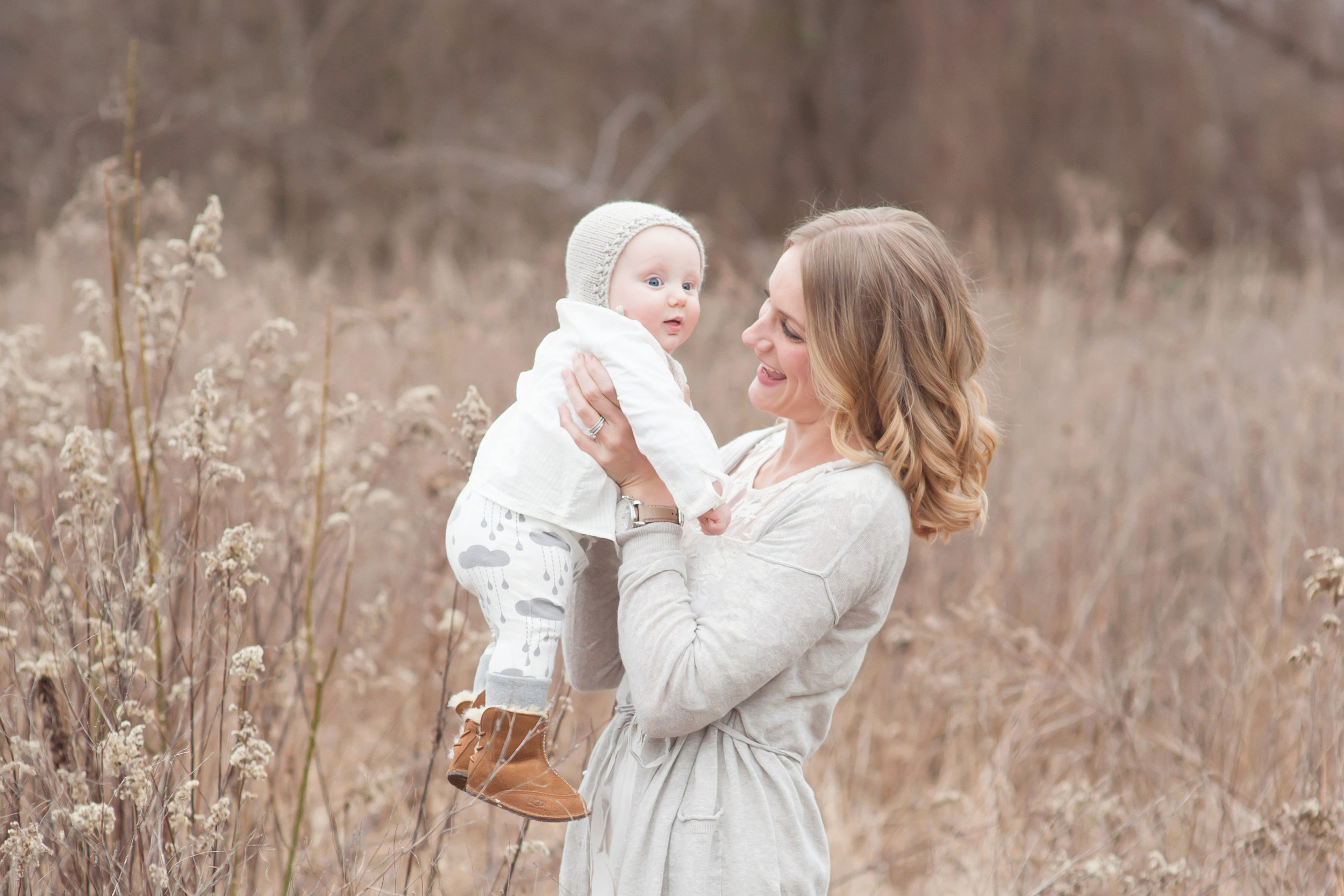 Louisville KY Family Newborn and Maternity Photographer | Julie Brock Photography | outdoor family photo session with mom and baby