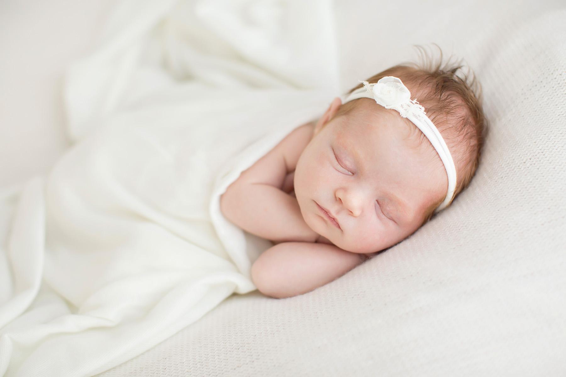 Louisville KY newborn photographer | Julie Brock Photography | maternity | family | louisville photography studio | natural newborn baby photography