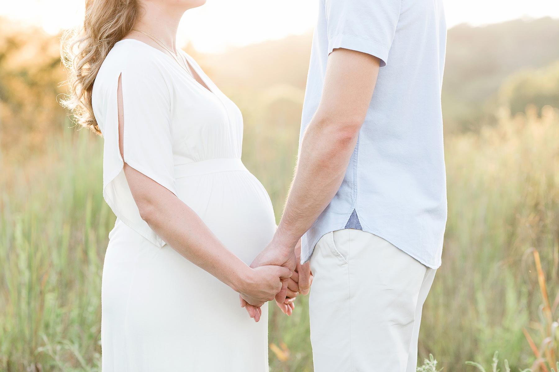 Louisville Ky Maternity Photographer | Julie Brock Photography | Newborn Photorapher | outdoor maternity photo session in a field.jpg