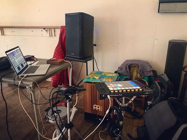 ambient meditation setup for the day. with @hay_shannon 's dance healing class. #kalimba #darbuka #cajon #ableton annnnnd reverb. 🥰