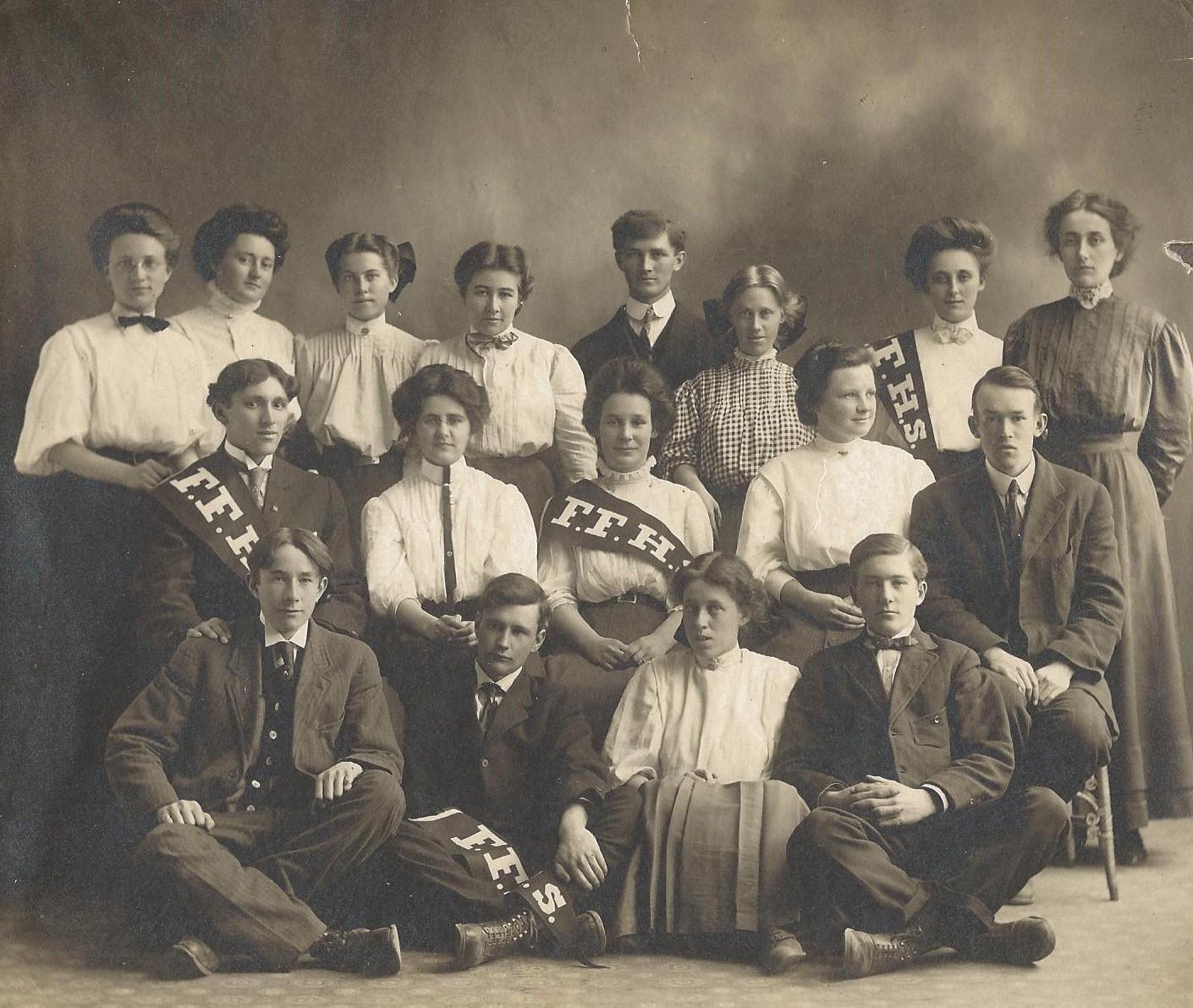 HIGH SCHOOL CLASS - 1906