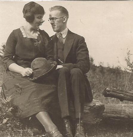 A LOVING COUPLE - 1903
