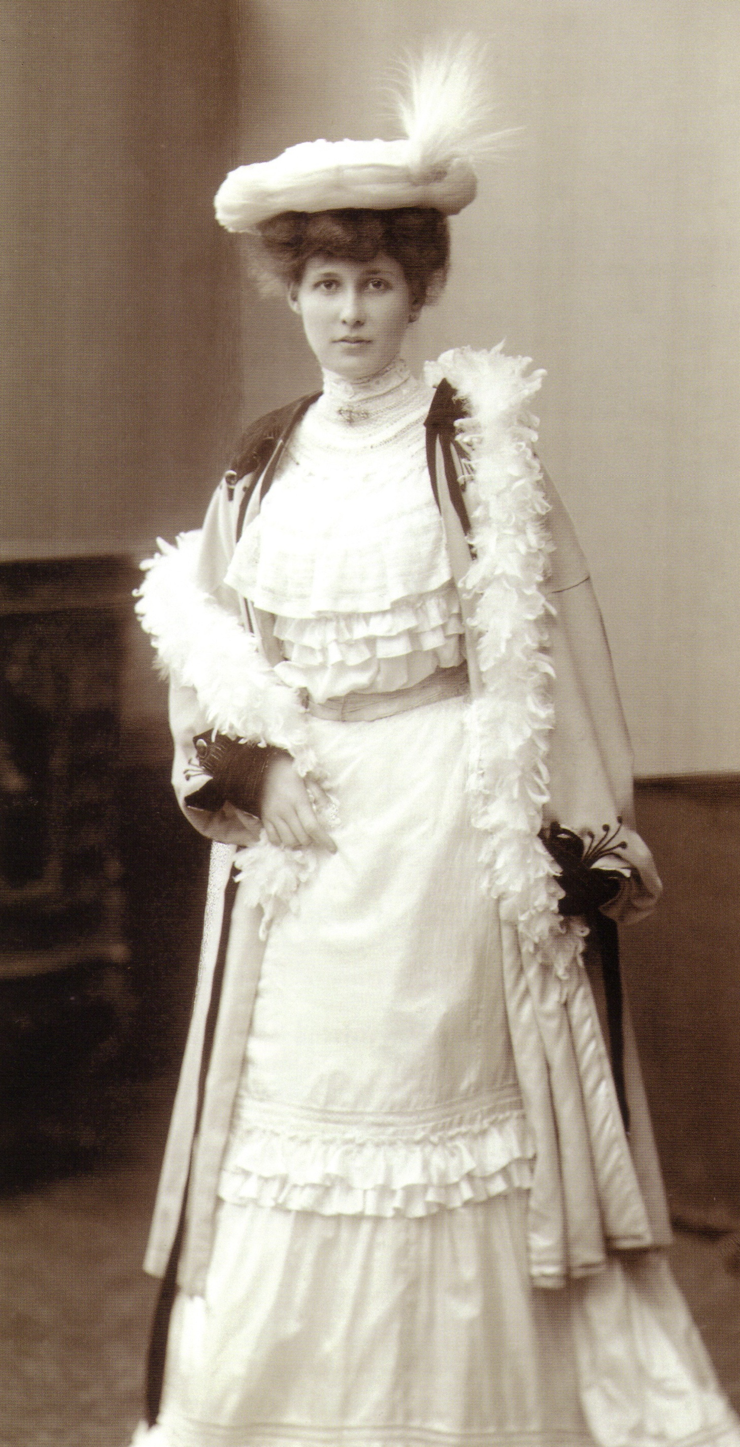 PORTRAIT OF A YOUNG WOMAN - 1902