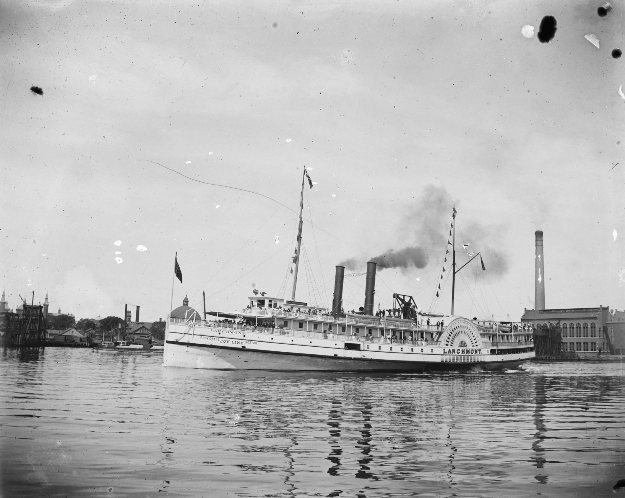 SS Larchmont steaming out of Providence Harbor (1906)