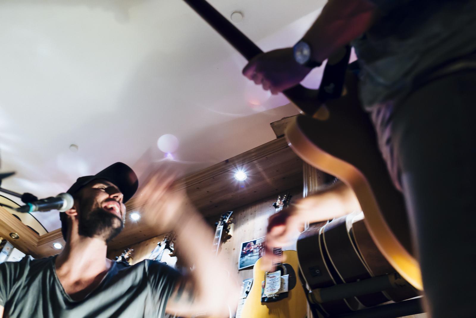 A Clean State, Live at Riverside Guitars, Salzburg