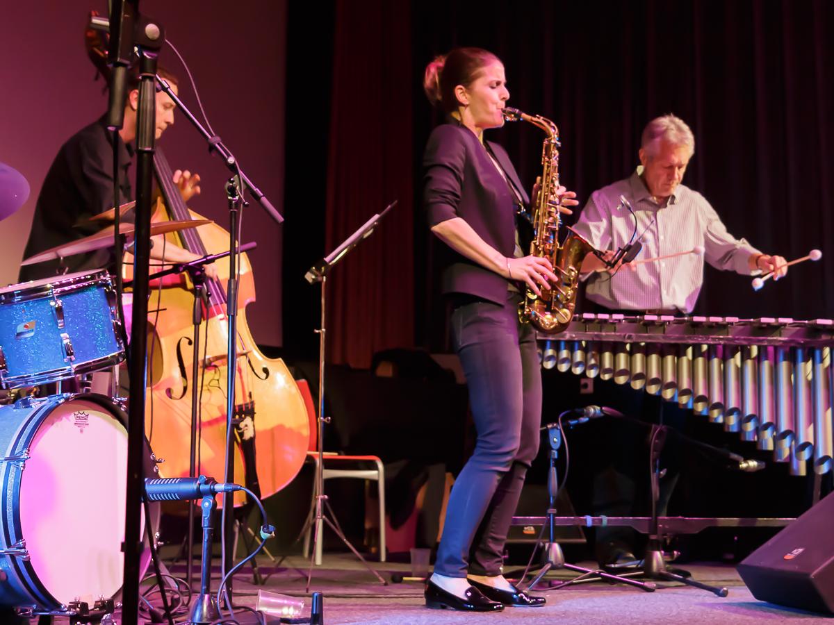 Karolina Strassmayer (sax), Drori Mondlak (dr), Stefan Bauer (vib), Mike McGuirk (b) - Klaro! live in Schladming