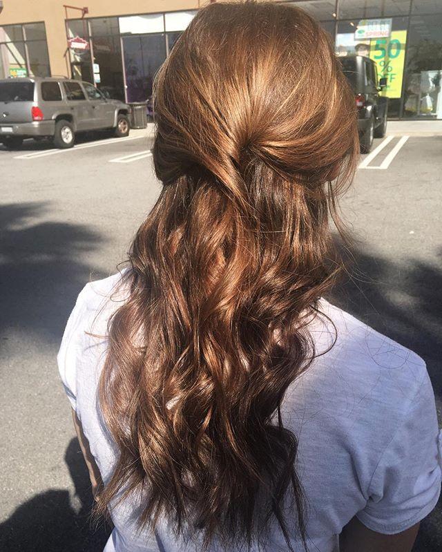 #glamondemand #hairextentions #tape #tapeinhairextentions #seamless #highlights #hairoftheday #waves #waveyhair  #redondobeach  #hairbymonika #hairoftheday #losangeles #hairlife #happyclient #hair #transformation #CAHairstylist