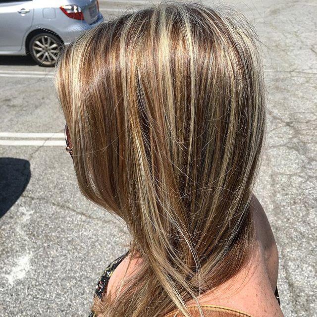 I'm loving all he demention in this highlight /lowlight I did . #hairbymonika #424beauty #glamondemand #highlights #dimensionalhair  #blonde  #blondehair #hermosabeach #manhattanbeach  #redondobeach  #torrance #hairoftheday #losangeles #hairlife  #hair  #sunkissed