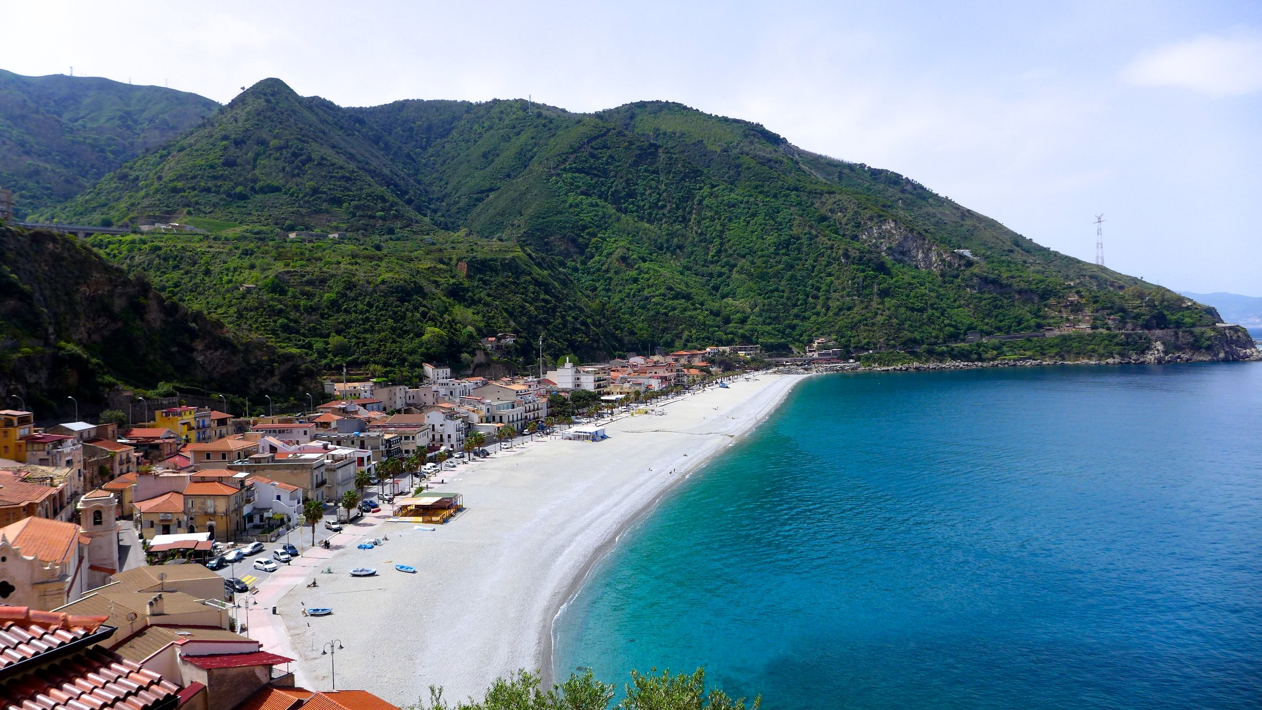 We want to help you discover the beauty of Calabria and the Southern Italian lifestyle.