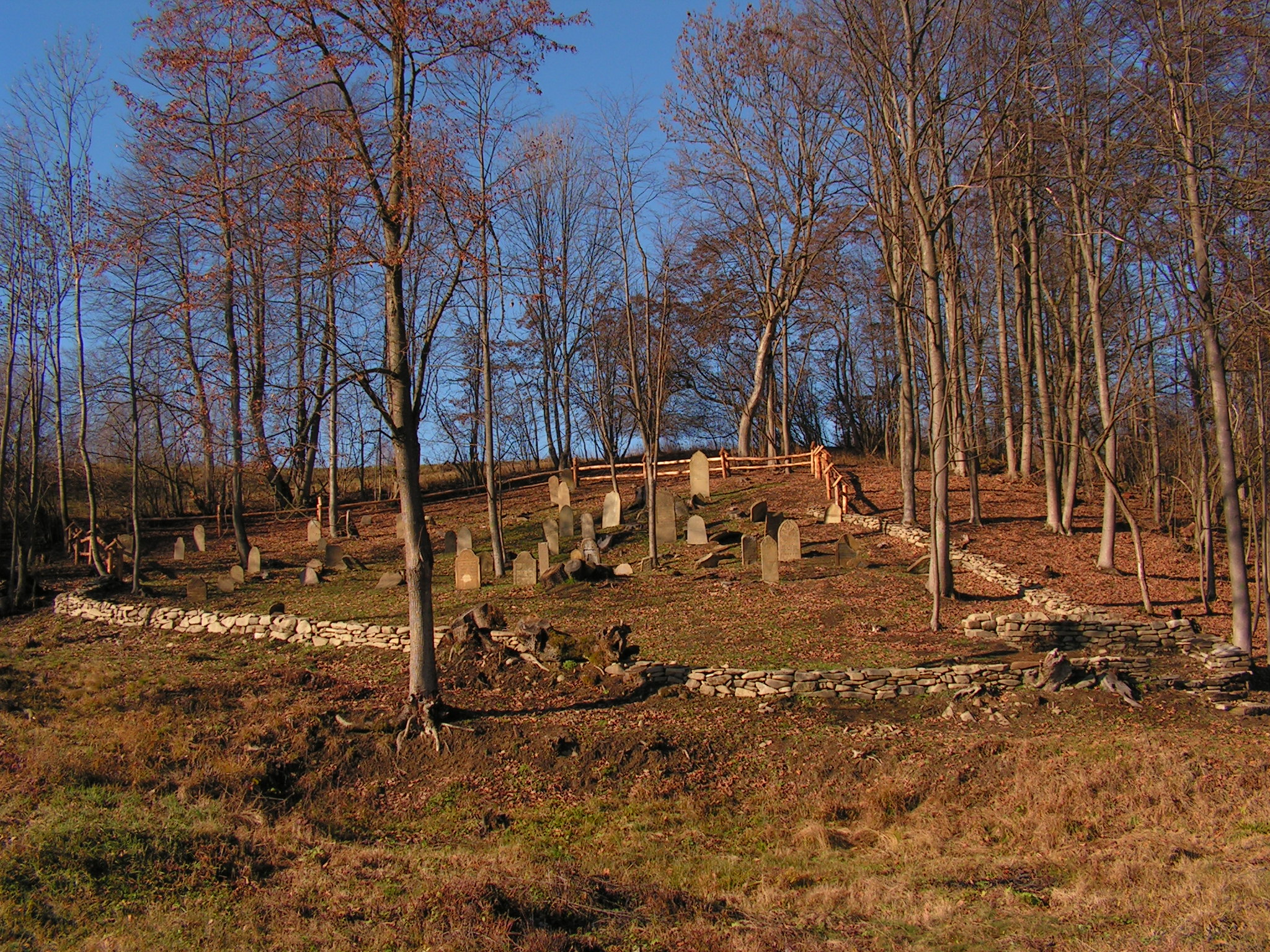 Topola cemetery after 2.JPG