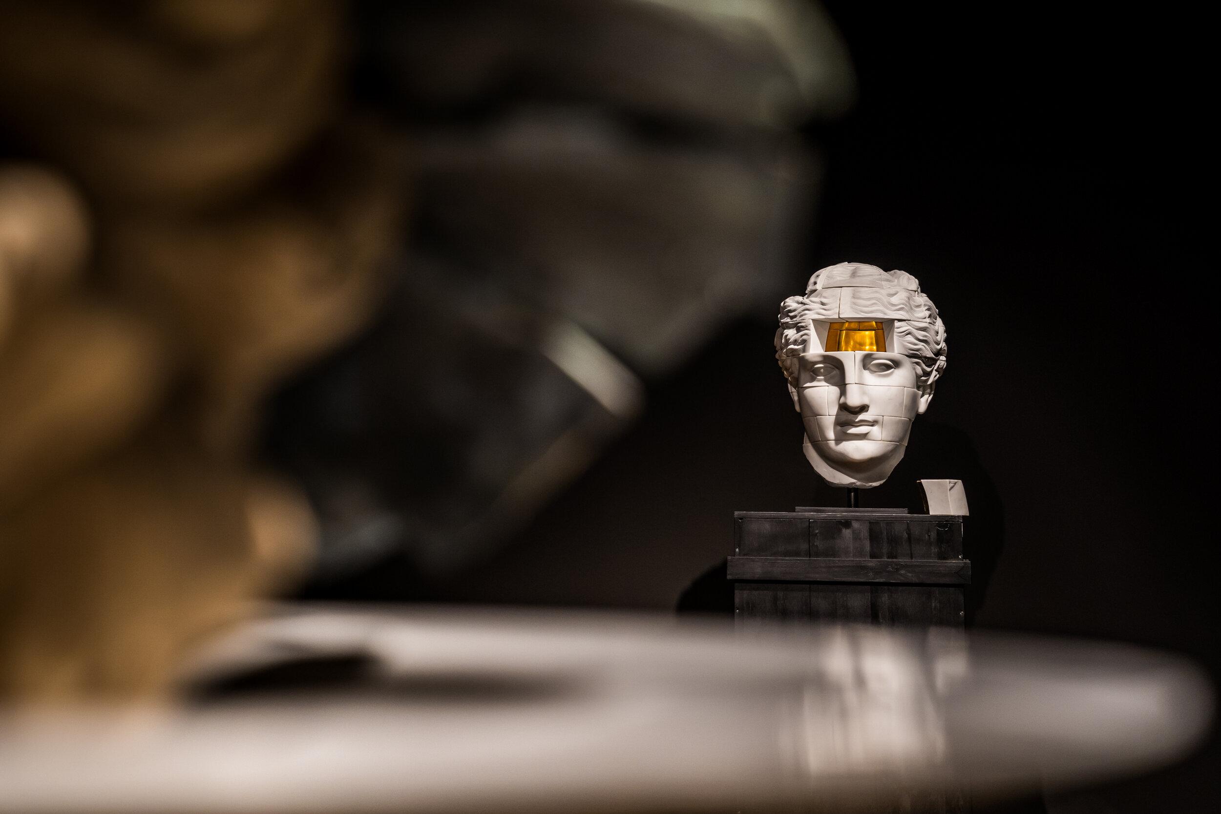 Michal Jackowski, Empty Gold, 2018, Carrara marble, 24K Gold